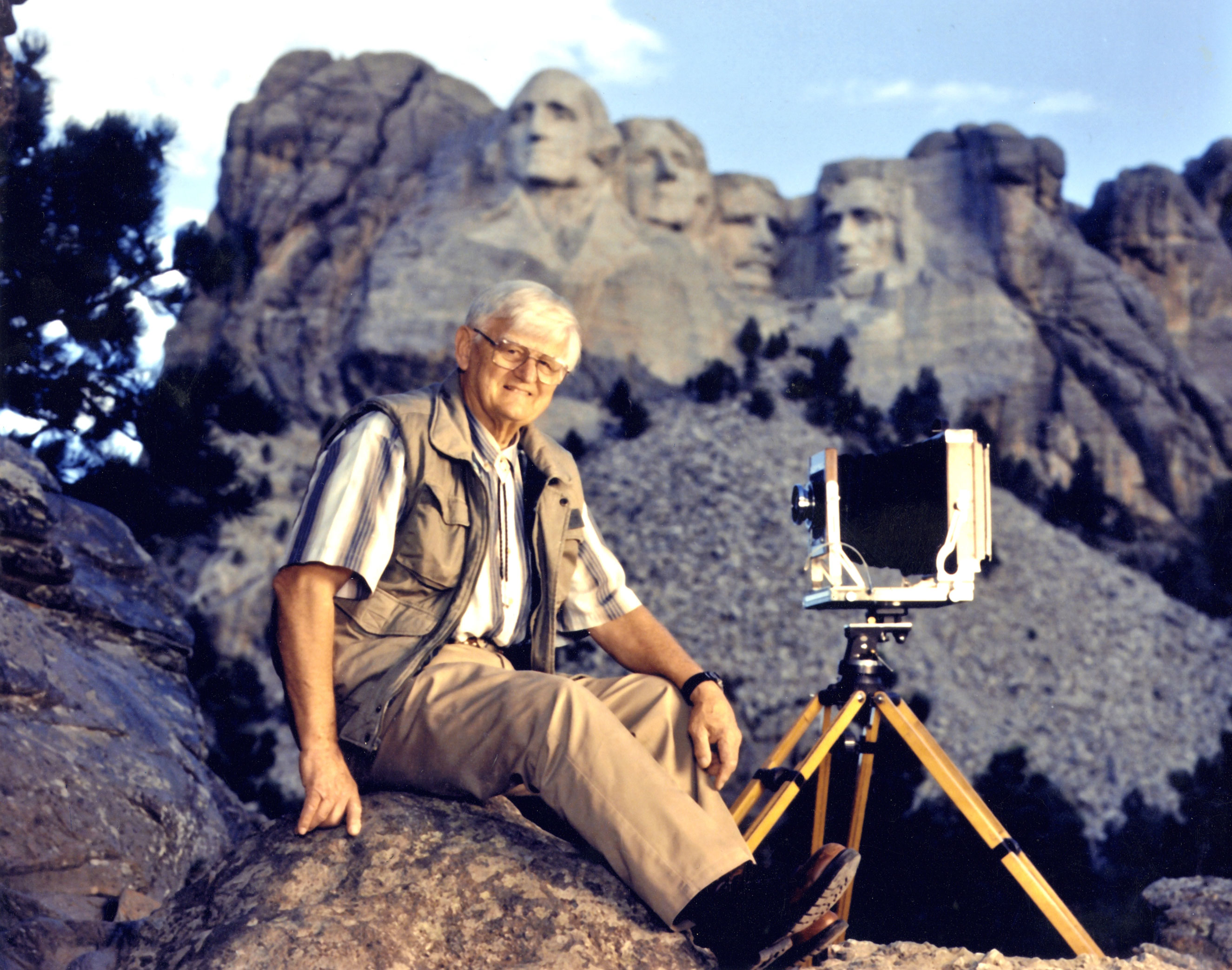 Bill Groethe with his 8x10 camera in front of Mount Rushmore, c. 1990s.