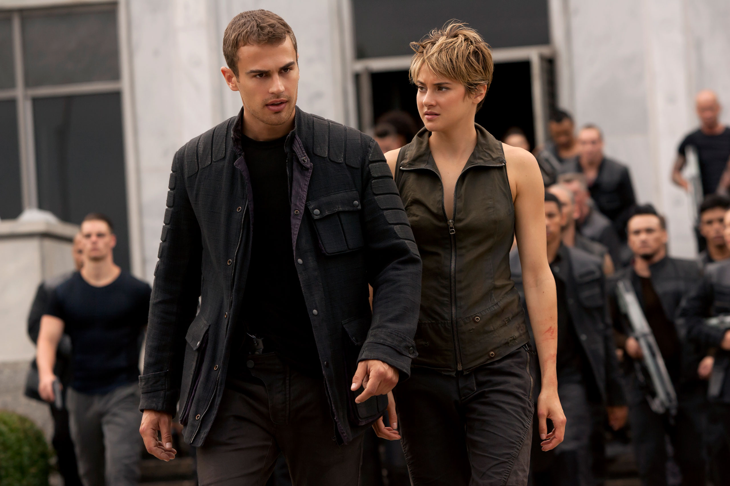 Four (Theo James) and Tris (Shailene Woodley) in The Divergent Series: Insurgent