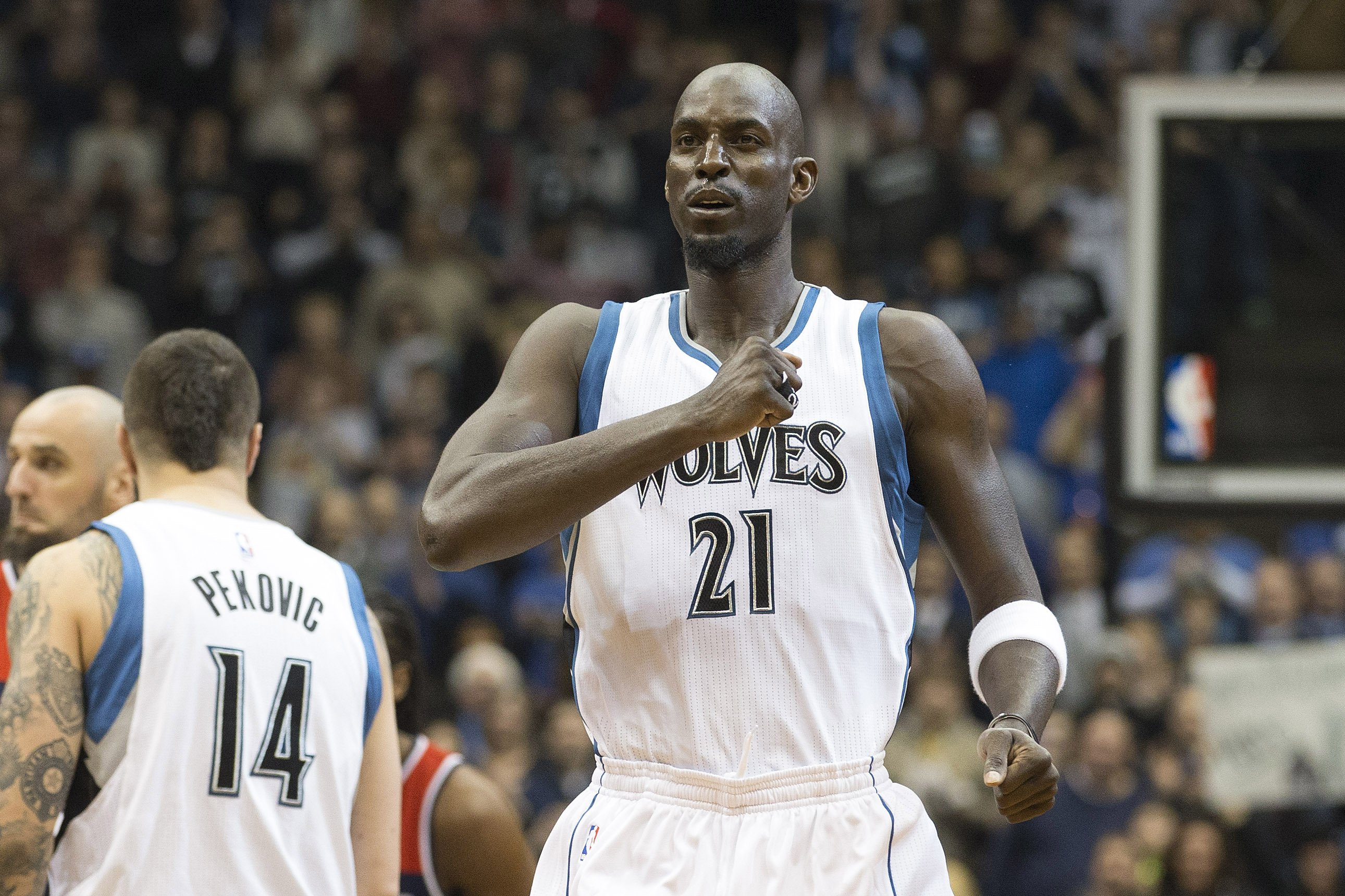 Minnesota Timberwolves forward Kevin Garnett (21) pounds his chest before a game against the Washington Wizards at Target Center on feb. 25, 2015.