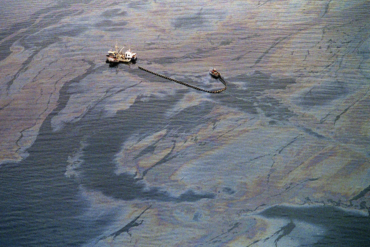 An oil skimming operation near the southwest end of Prince William Sound in April 1989 in Valdez, a week after the beginning of an oil disaster which occurred when the tanker Exxon Valdez ran aground on March 24, 1989