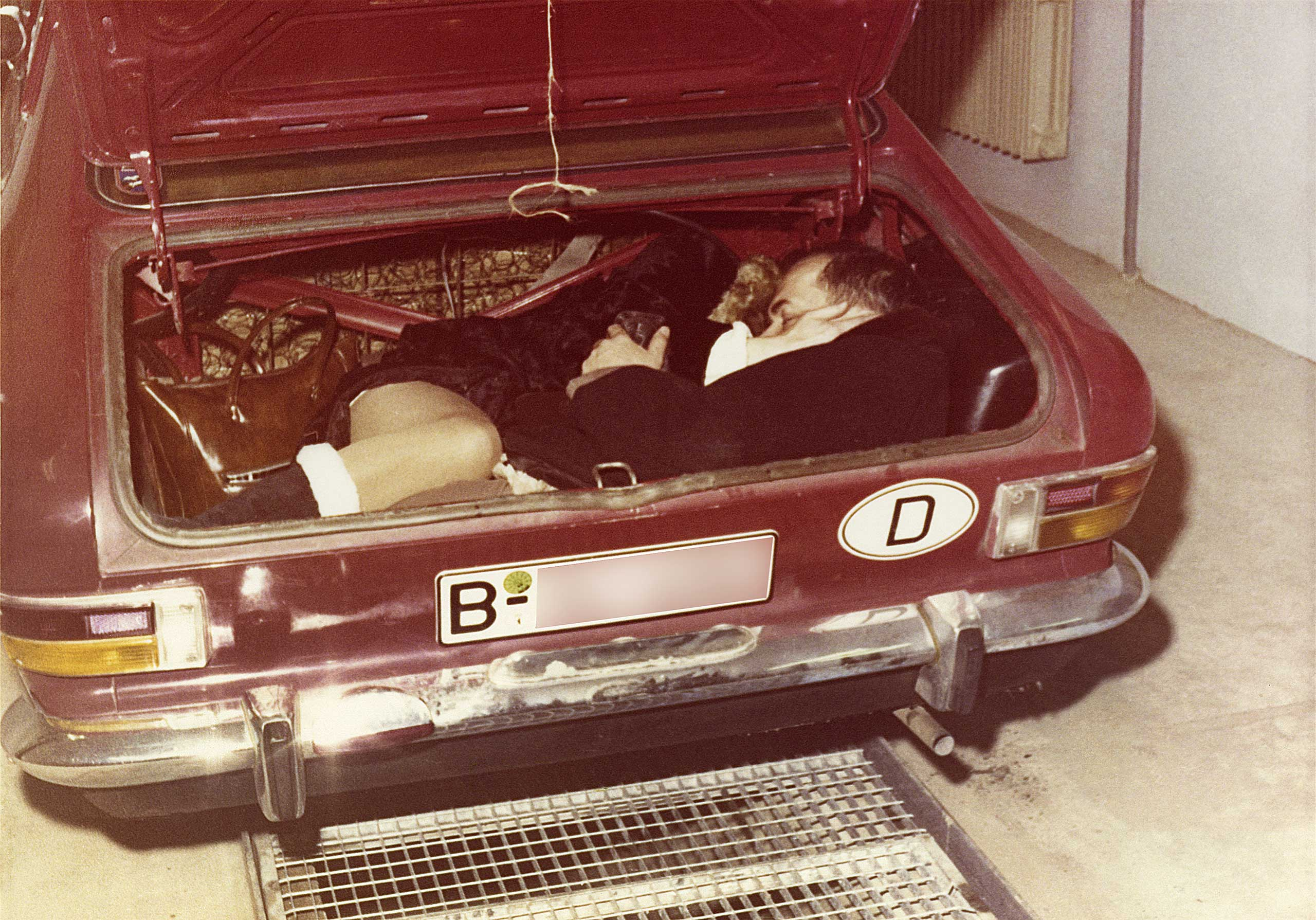 Enforced reenactment of an escape attempt in the trunk of a car, no year.