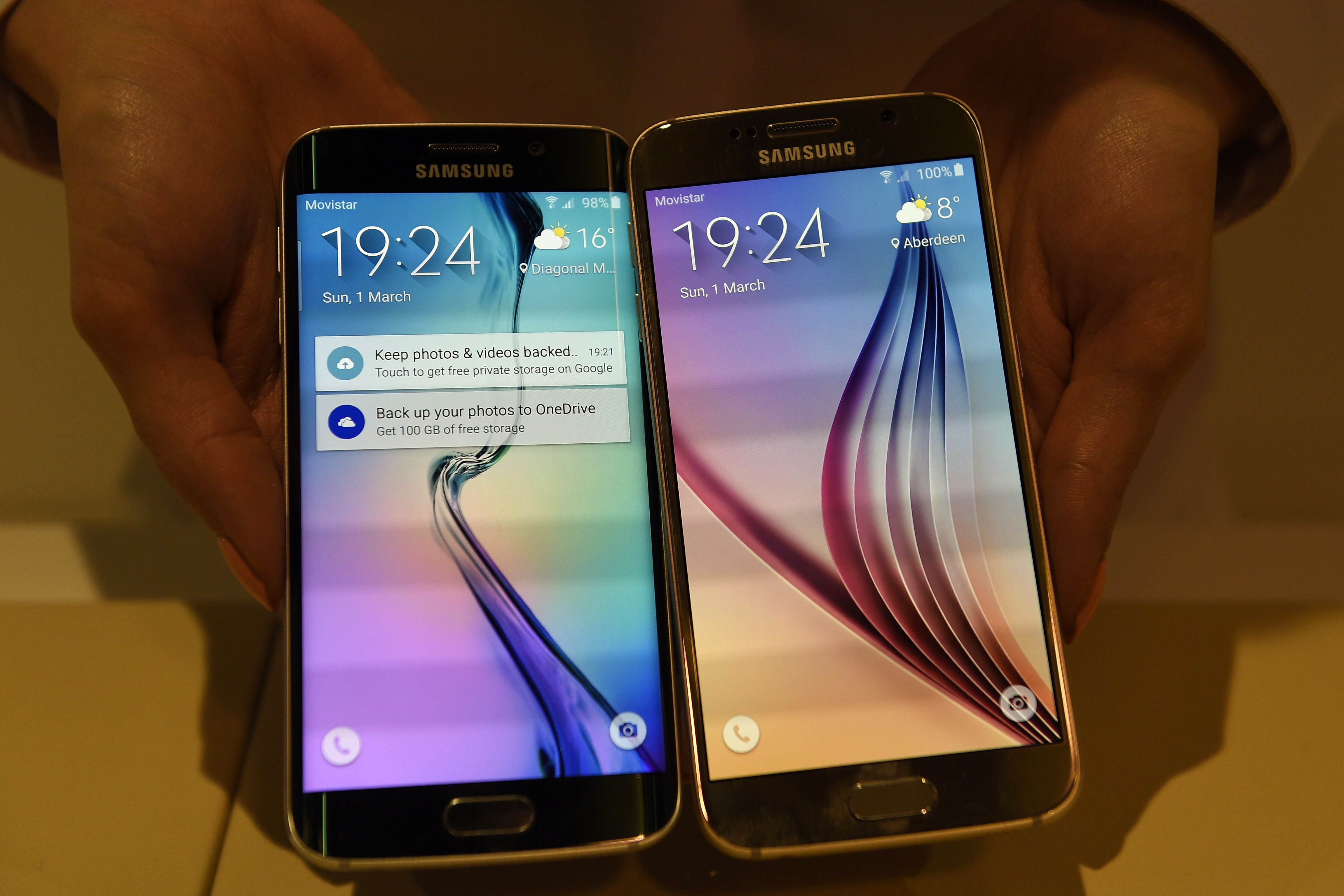 The Samsung Galaxy S6 Edge (L) and Samsung Galaxy S6 are presented during the 2015 Mobile World Congress in Barcelona on March 1, 2015.
