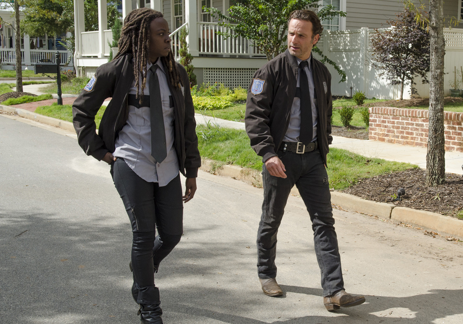 Danai Gurira (L) and Andrew Lincoln (R)  in episode 13 of AMC's 'The Walking Dead.'