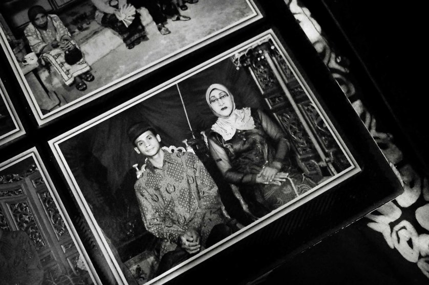 A picture of Shinta Ratri and her husband when they were still married.