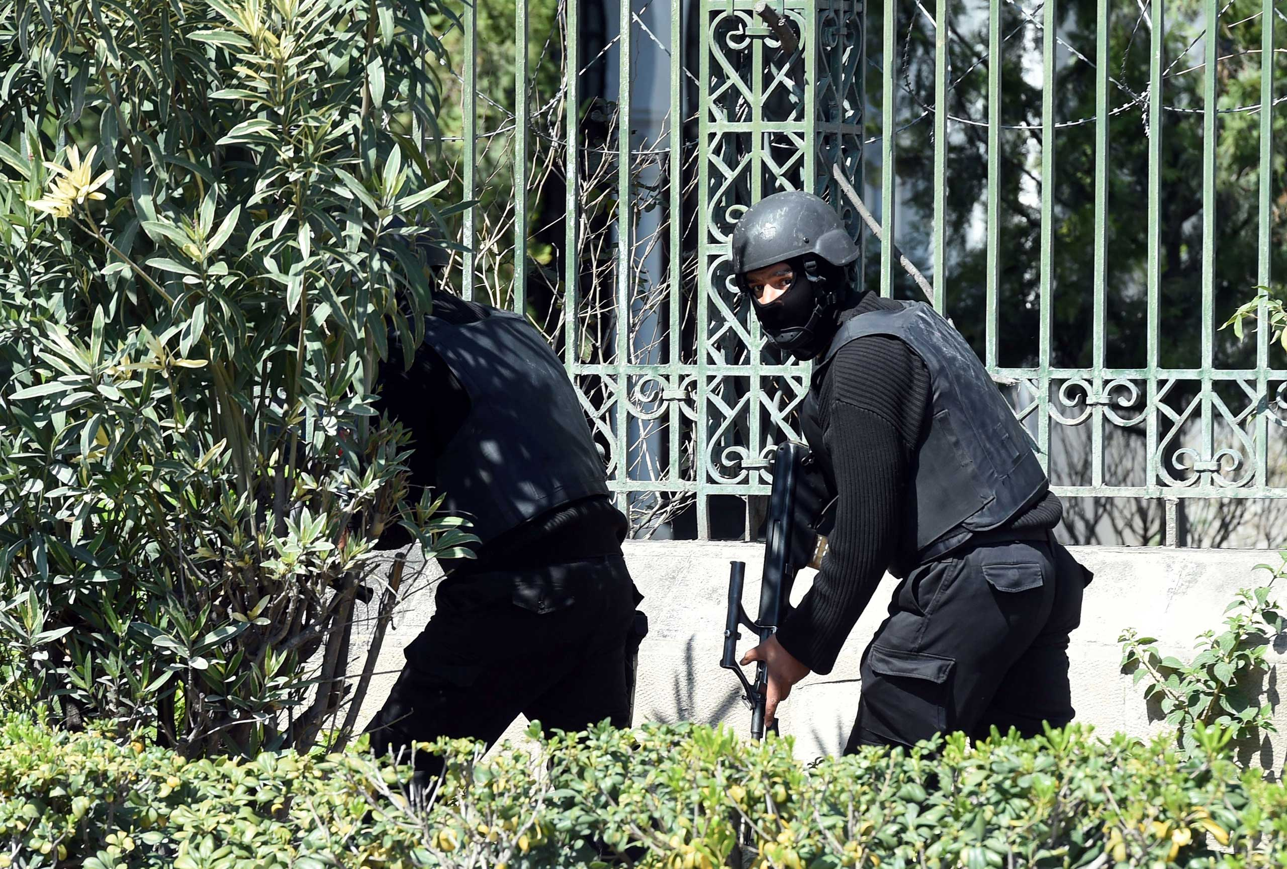 Tunisian security forces secure the area after gunmen attacked the Bardo Museum in Tunis on March 18, 2015.