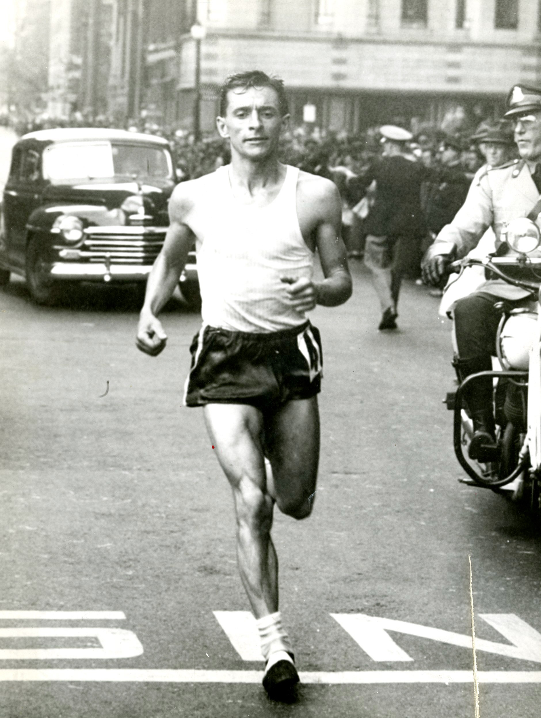 Gerard Cote running the 1946 Boston Marathon.