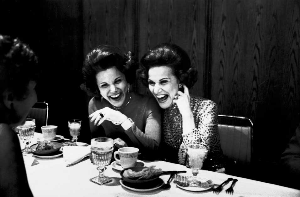 ANN LANDERS AND DEAR ABBY: Twins Ann Landers (née Esther) and Abigail Van Buren (née Pauline) were born 17 minutes apart. Both of them enjoyed successful careers as advice columnists.