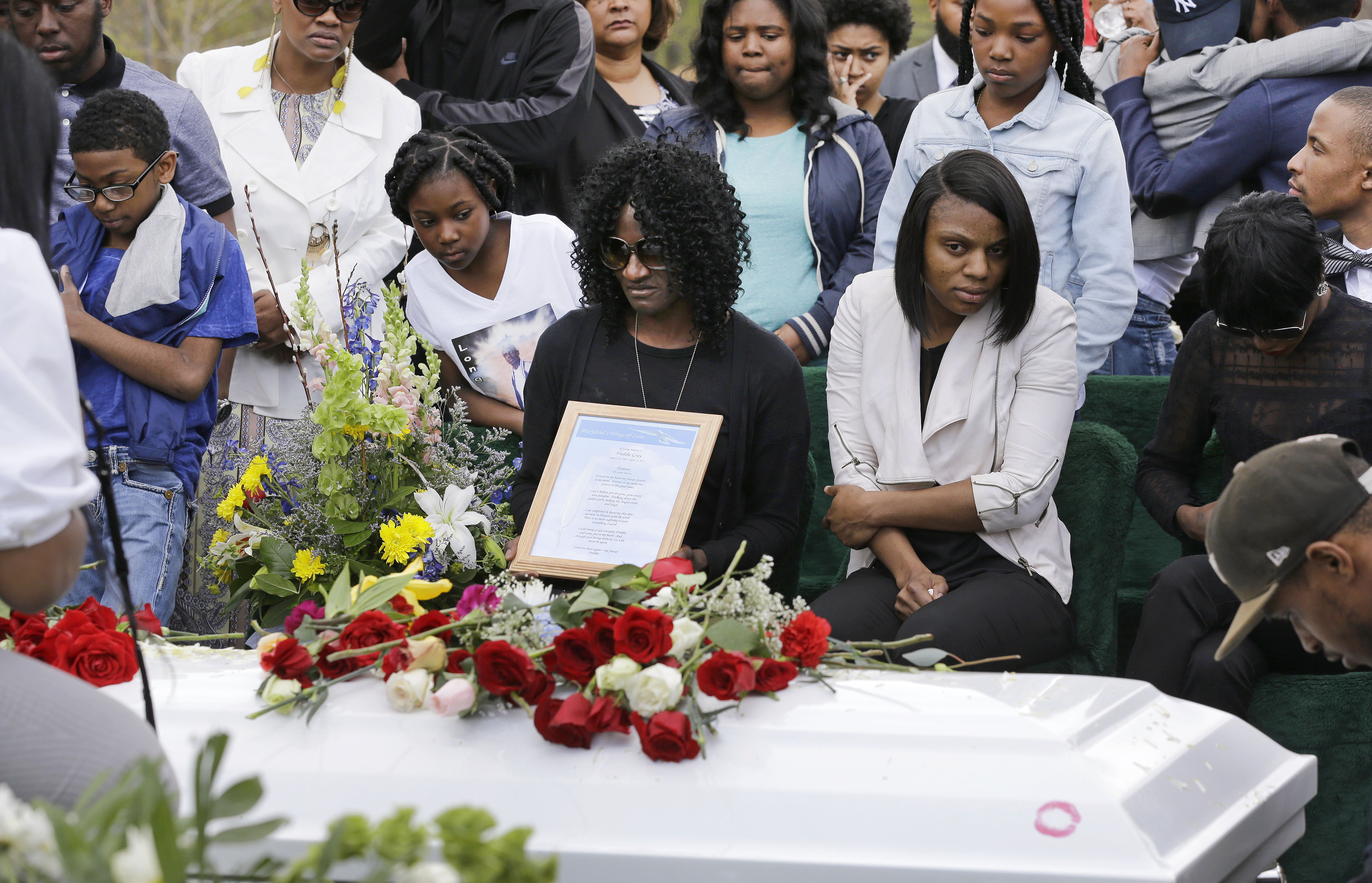 Gloria Darden (C), mother of Freddie Gray, at Gray's burial in Baltimore on April 27, 2015.