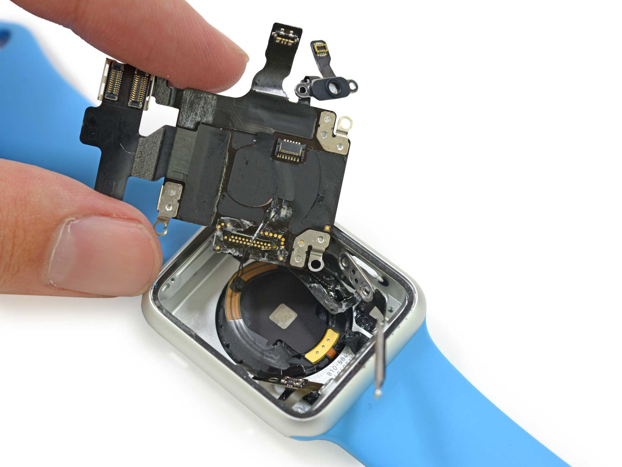 Deep in the Apple Watch's casing is the S1, the integrated computer chip that gives the device its smarts. It's extremely difficult to remove