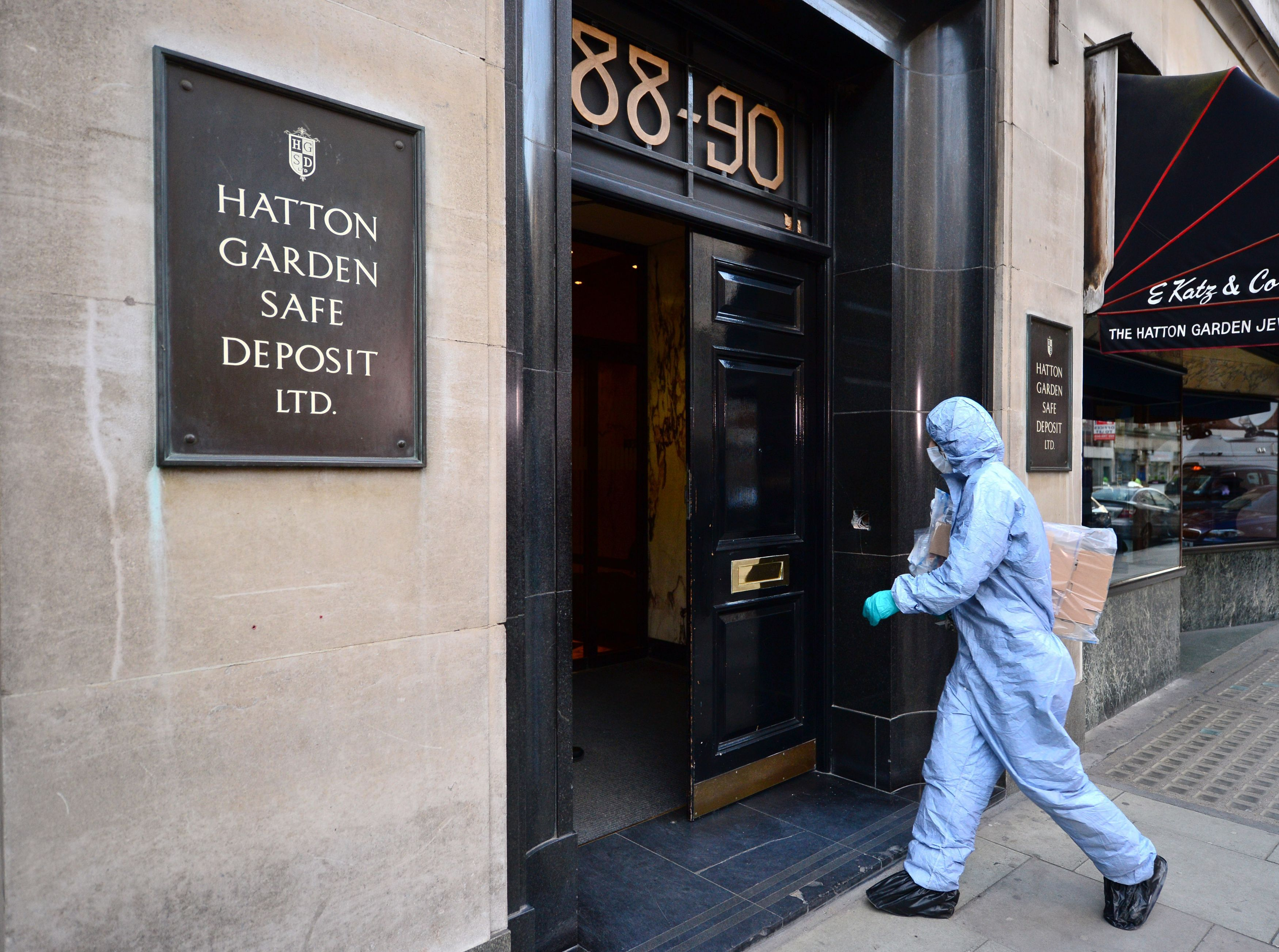 A police forensics officer enters Hatton Garden Safe Deposit Ltd. in London on April 7, 2015, after it was burgled over the weekend
