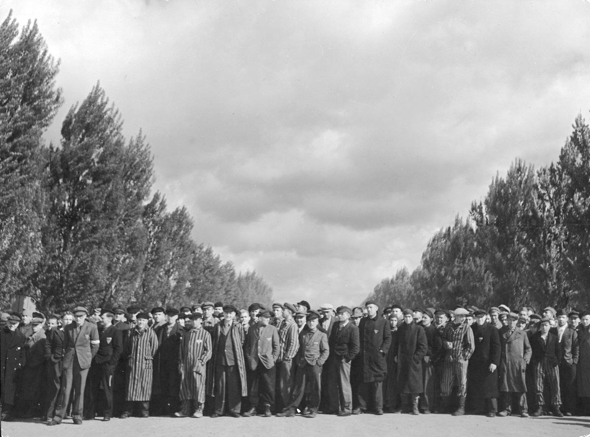 Liberated Dachau prisoners in 1945