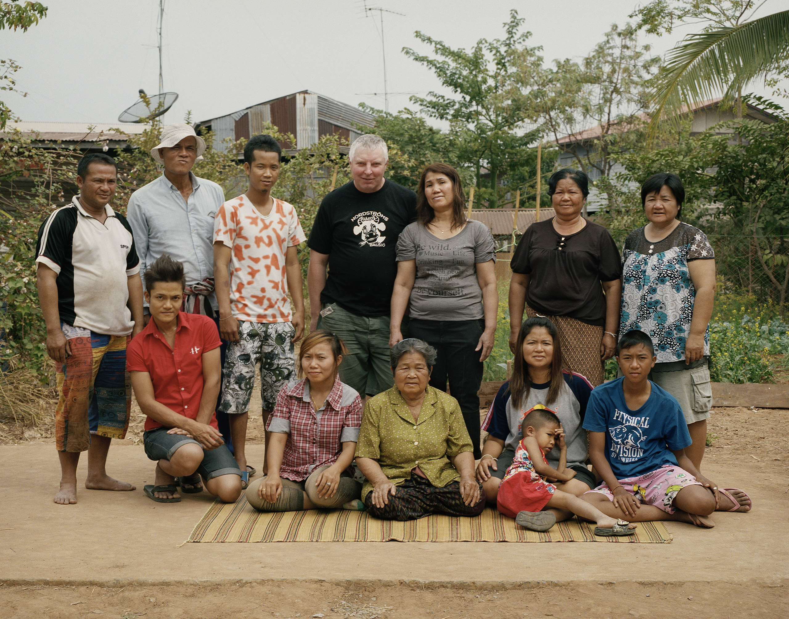 Mats-Åke and Ampawan photographed with their relatives, Ban Kaeng, 2012.