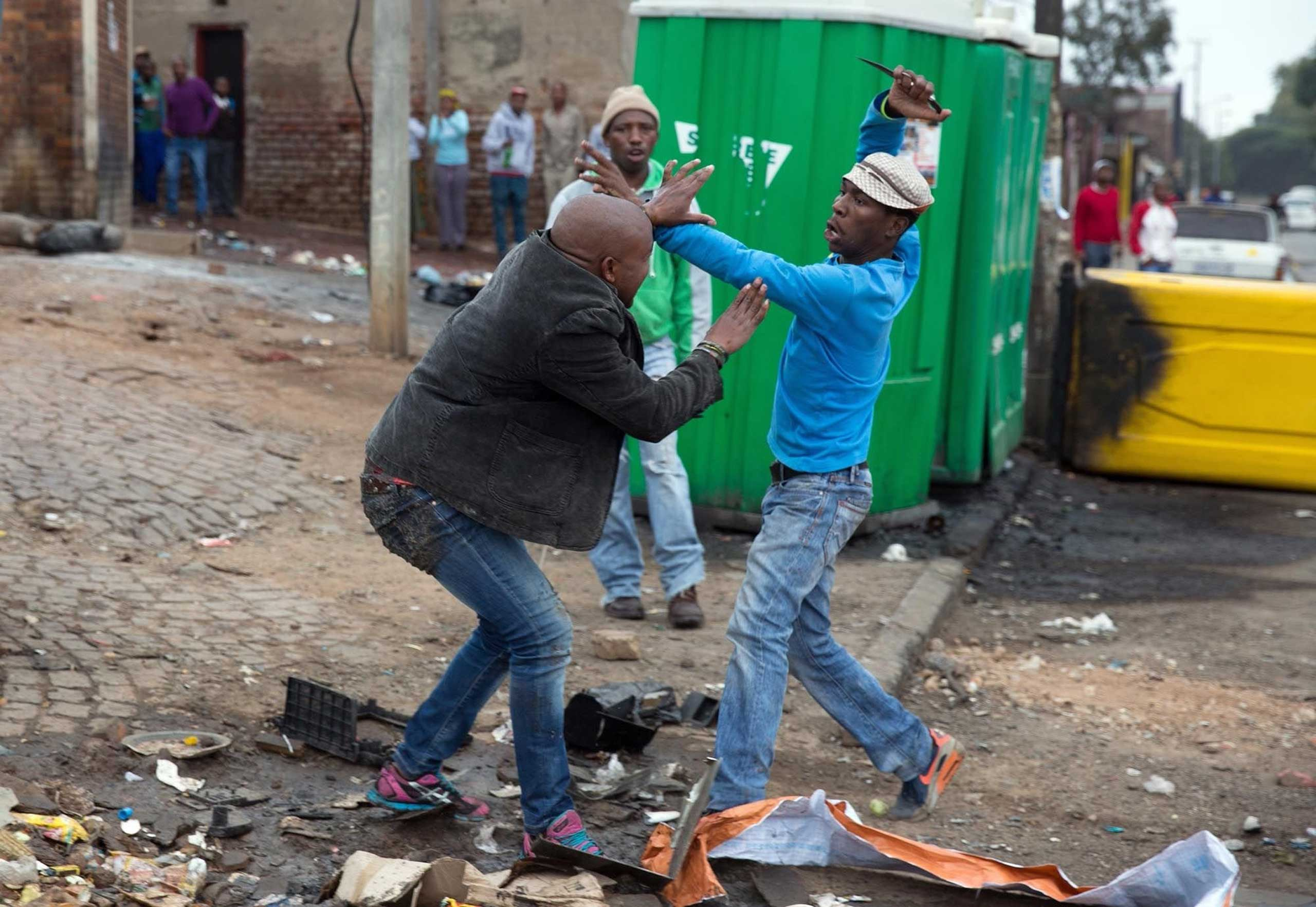 Mozambique national Emmanuel Sithole is attacked by men in Alexandra township during anti-immigrant violence in Johannesburg on April 18, 2015. He later died of his injuries.