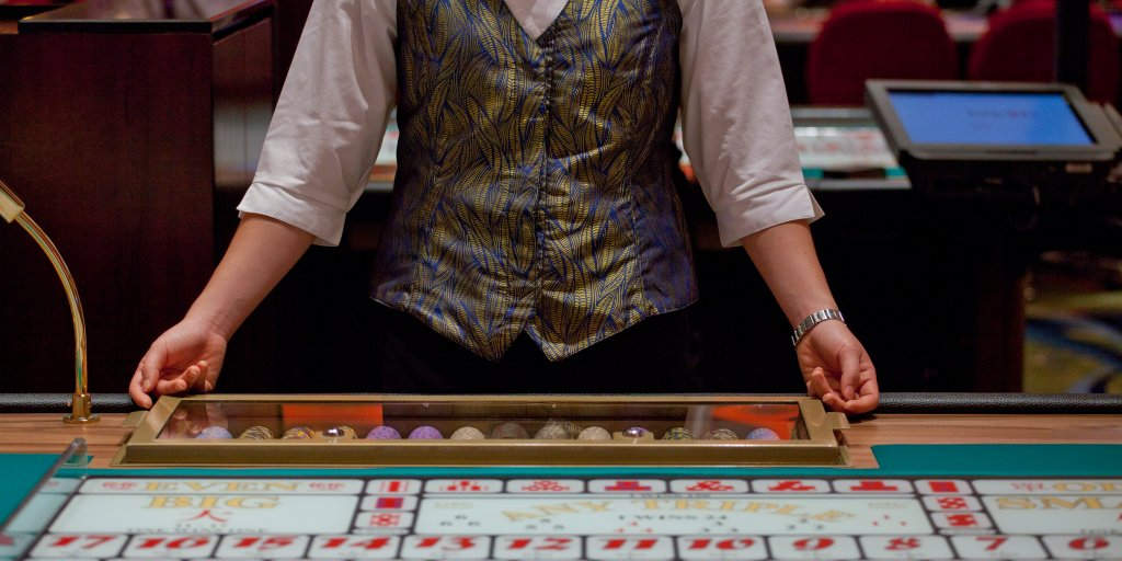 Habitual Gamblers See Patterns Where There Are None, Study Says   Time