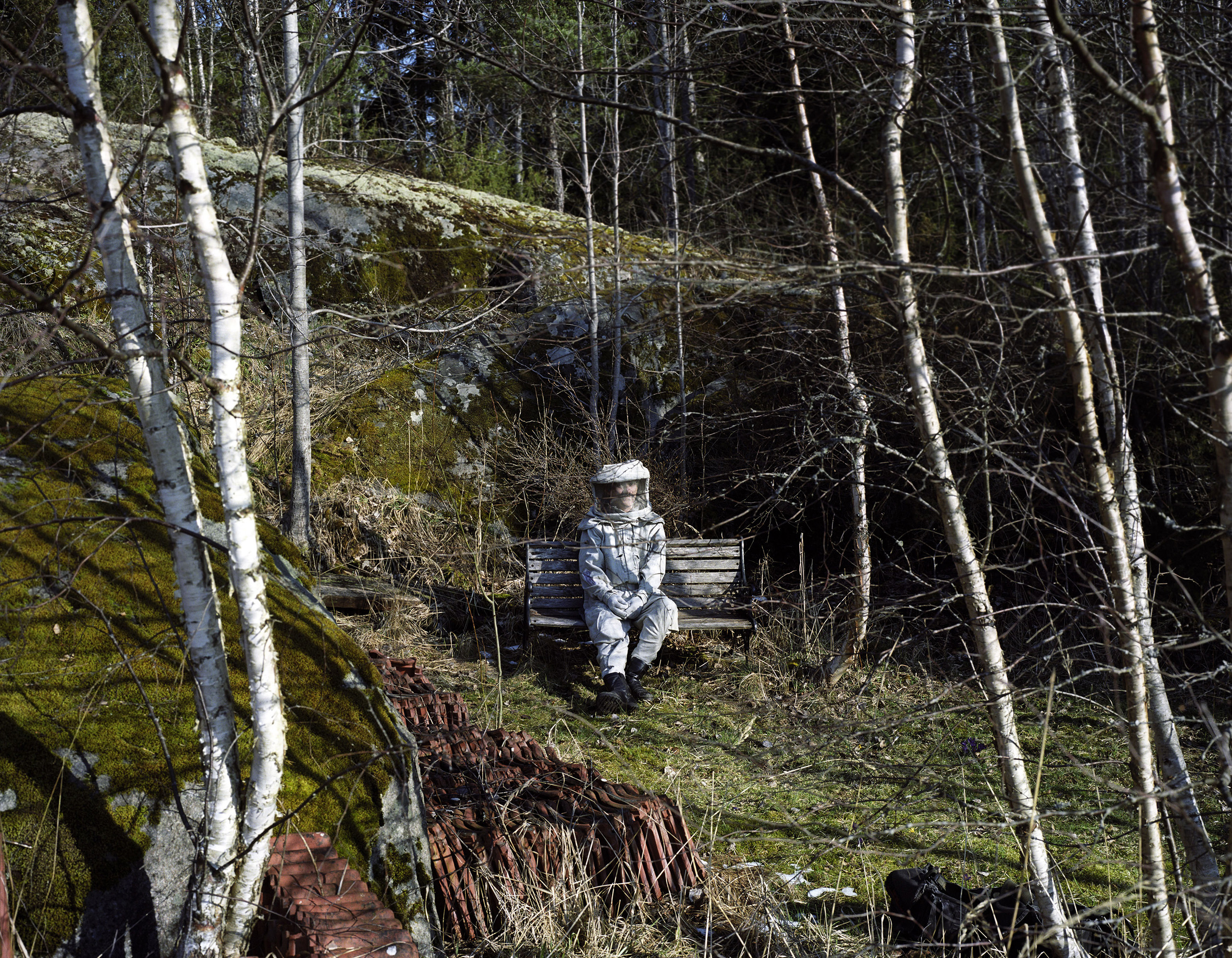 Sweden, 2008. Per Segerback, one of the figures of the  electrosensitives  struggle, used to work for the phone company Ericsson. He doesn't move around anymore without his waves protection suit.