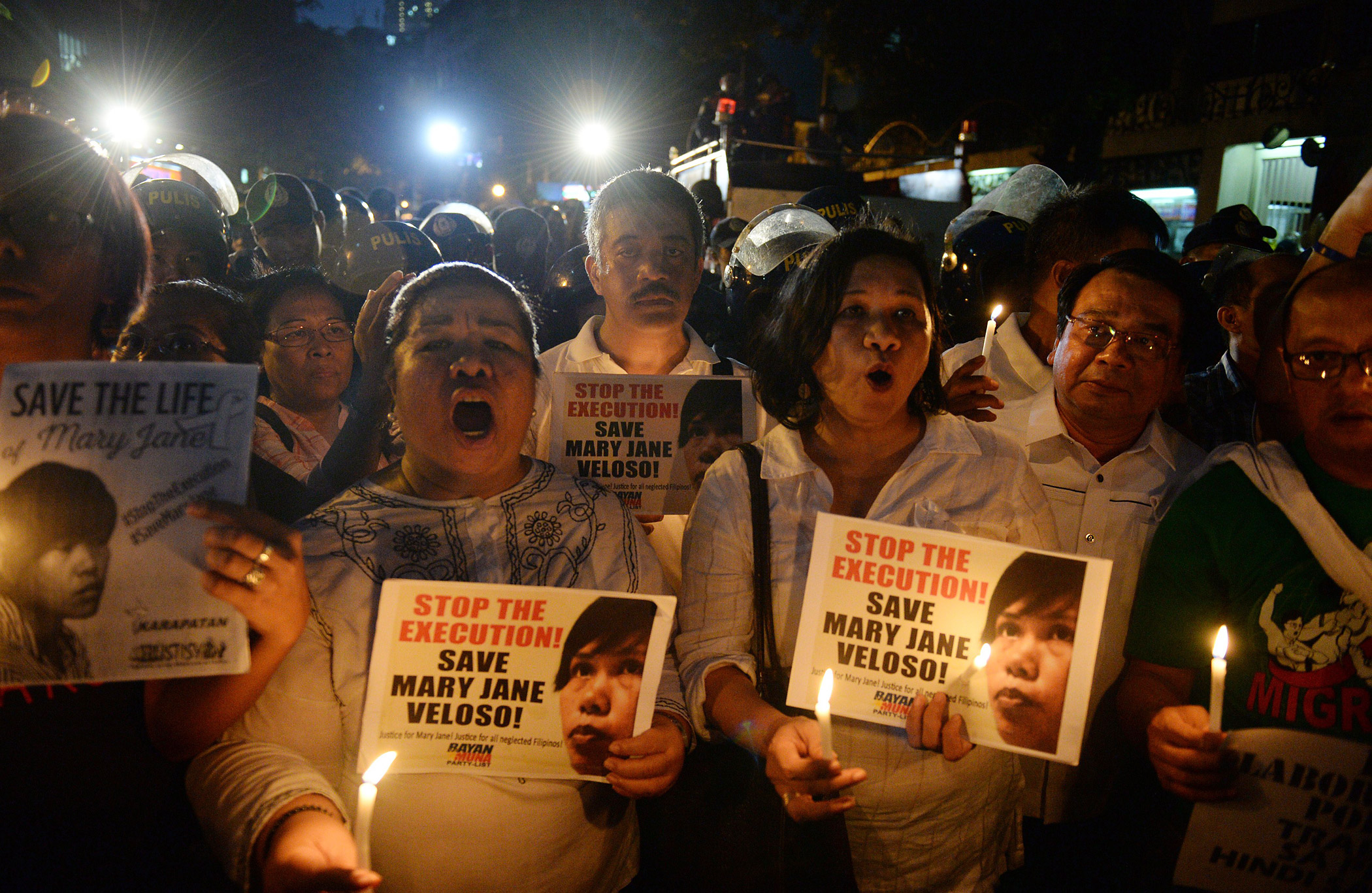 Activists hold candles and placards with portraits of Mary Jane Veloso in front of the Indonesian embassy in Manila, Philippines on April 28, 2015.
