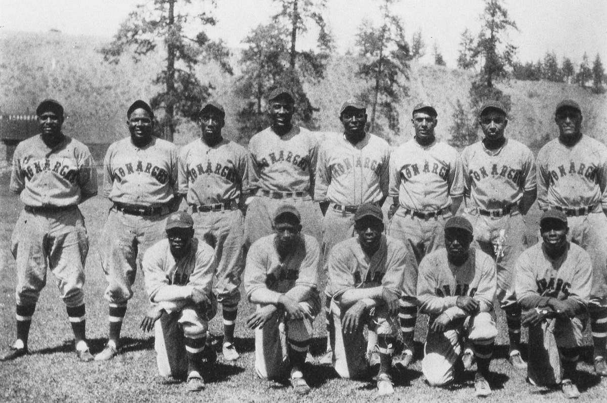 The Kansas City Monarchs of 1934 pose for a team photo