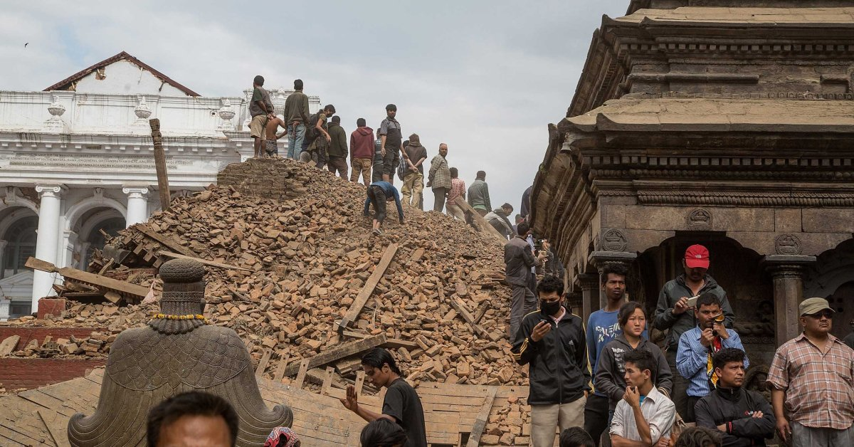 Nepal Earthquake: Hundreds Dead as 7.8-Magnitude Quake ...