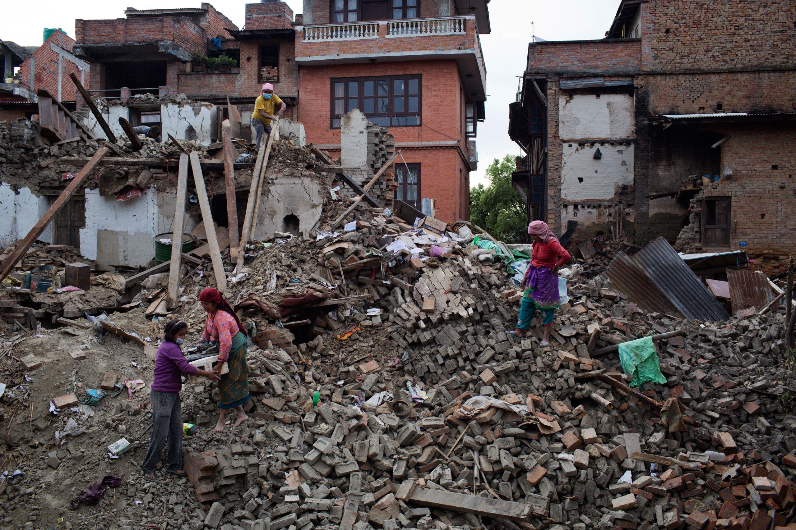 Nepalese people retrieve belongings from damaged homes in Bhaktapur, Kathmandu Valley, April 29, 2015.