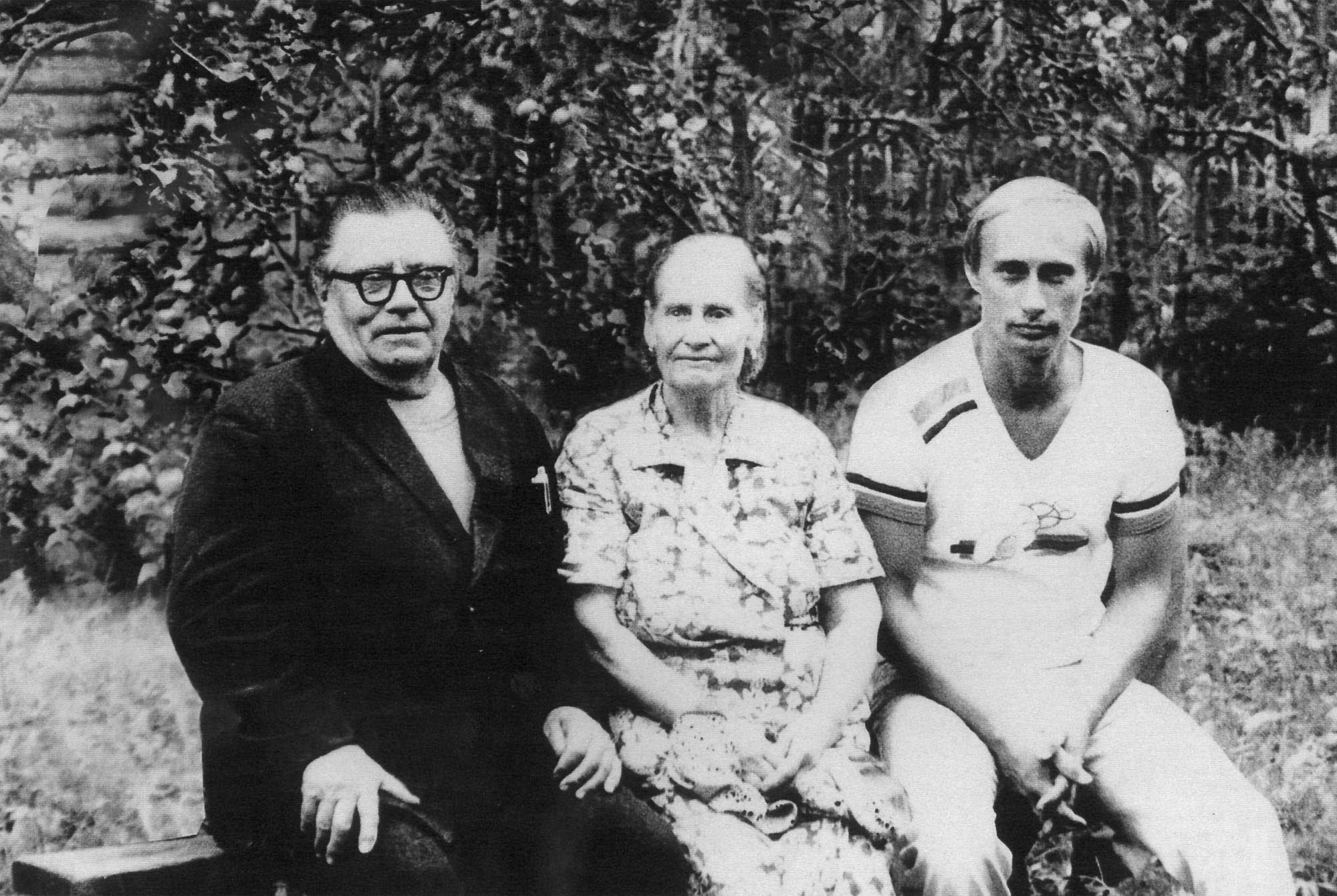 Vladimir Putin with his parents, Maria and Vladimir, just before his departure to Germany, in 1985.