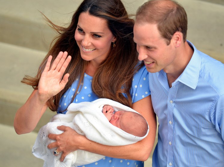 Prince William and Catherine, Duchess of Cambridge show their new-born baby boy to the world's media outside the Lindo Wing of St Mary's Hospital in London on July 23, 2013. The baby was born on Monday afternoon weighing eight pounds six ounces (3.8 kilogrammes). The baby, titled His Royal Highness, Prince (name) of Cambridge, is directly in line to inherit the throne after Charles, Queen Elizabeth II's eldest son and heir, and his eldest son William. AFP PHOTO / POOL / John Stillwell (Photo credit should read JOHN STILLWELL/AFP/Getty Images)