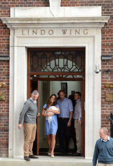 Image #: 23421000 Royal baby born. Prince William and Kate Middleton, The Duke and Catherine, Duchess of Cambridge at the Lindo Wing of St Mary's Hospital with their new born baby boy, Paddington, London. URN:17133591 PA PHOTOS /LANDOV