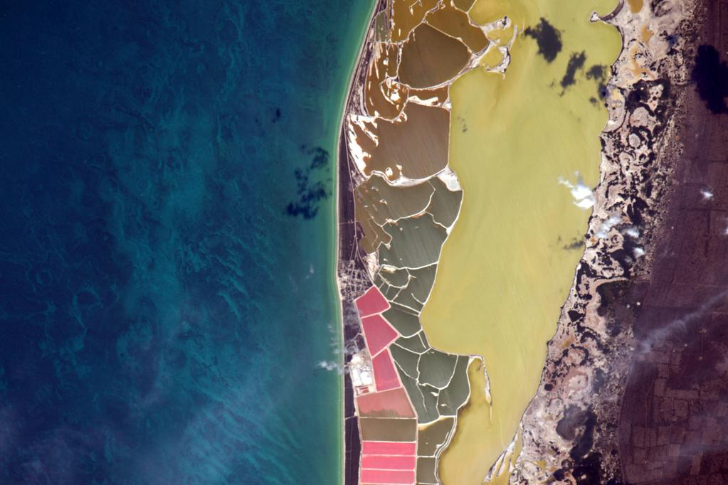 """""""Not sure what is going on on this beach in #Mexico but it's a striking image. #YearInSpace"""" - <a href=""""https://twitter.com/StationCDRKelly/status/587381604244414465"""" target=""""_blank"""">via Twitter</a> on April 12, 2015"""