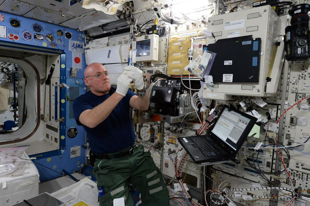 """""""Working on #ISS research today &amp; how micro gravity impacts aging and muscles of the C Elegan roundworm. #YearInSpace"""" - <a href=""""https://twitter.com/StationCDRKelly/status/589544778053853185"""" target=""""_blank"""">via Twitter</a> on April 18, 2015"""