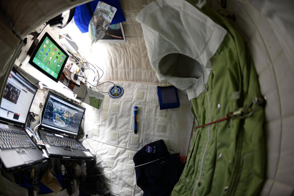 """""""My #bedroom aboard #ISS. All the comforts of #home. Well, most of them. #YearInSpace"""" - <a href=""""https://twitter.com/StationCDRKelly/status/591594008046084096"""" target=""""_blank"""">via Twitter</a> on April 24, 2015"""