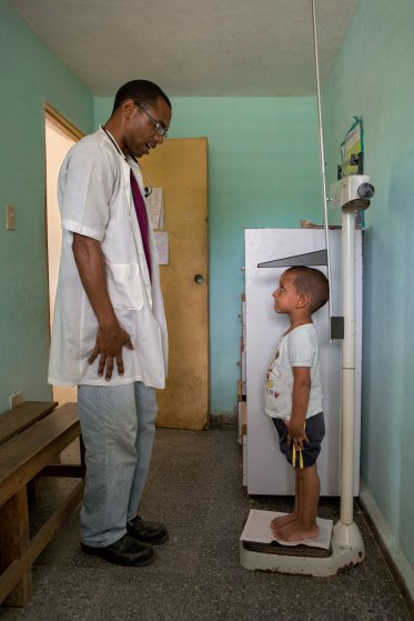 Dr. Rodriguez provides primary care to Shexley Benent, 2, at walk-in clinic Number 14, La Santa Fe, Isle of Youth.