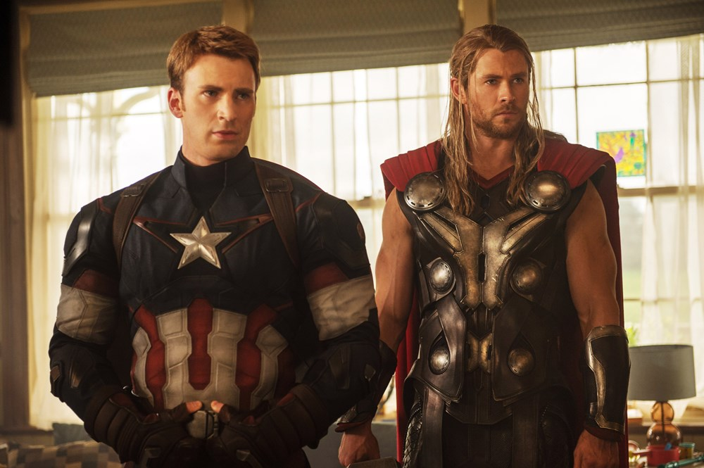 Chris Evans (L) as Captain America and Chris Hemsworth (R) as Thor in AVENGERS: AGE OF ULTRON.