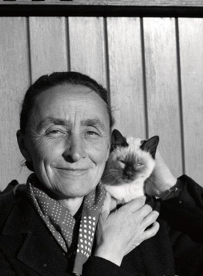Artist Georgia O'Keeffe and her cat, 1935.