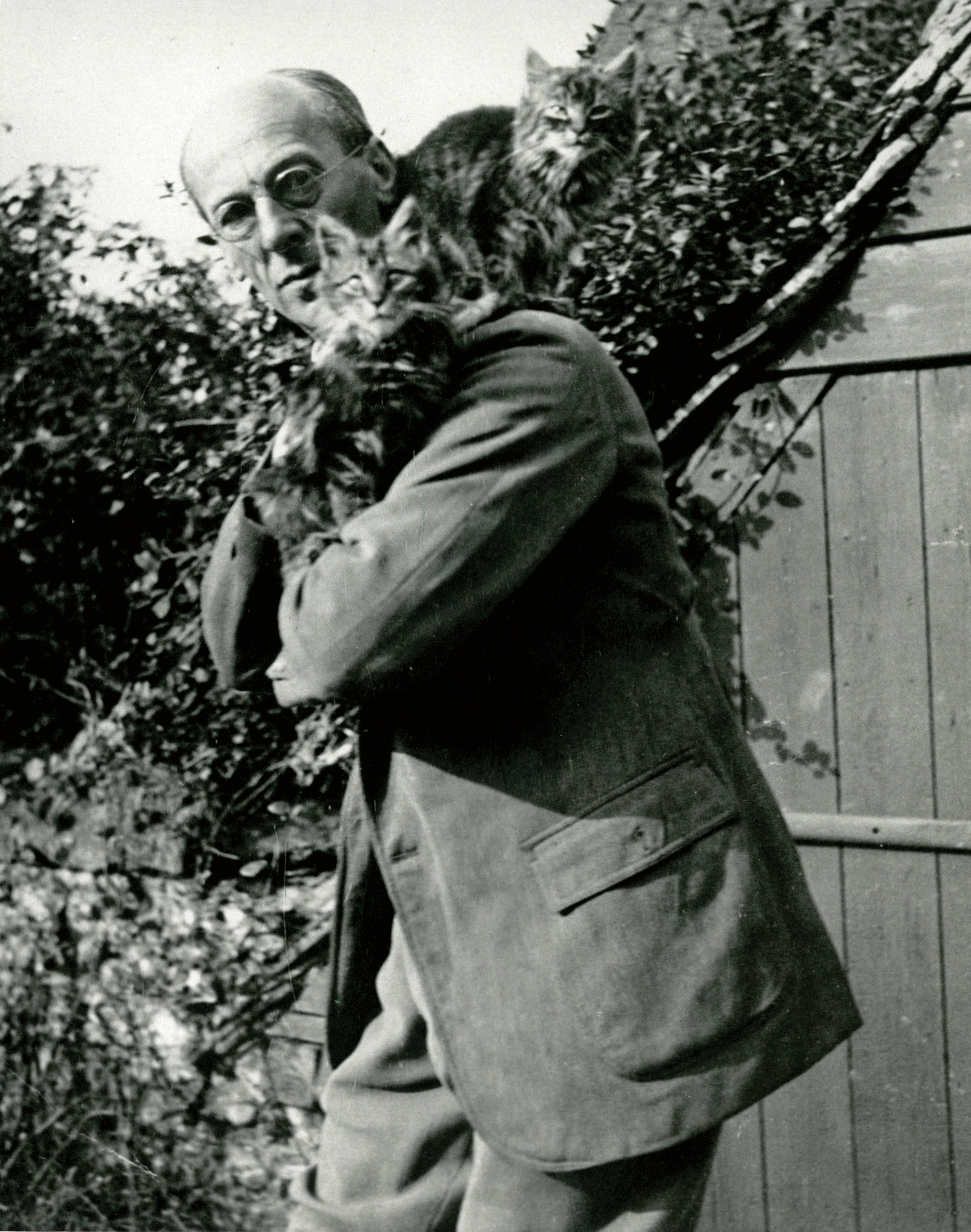 Artist Arthur Rackham and his cats.