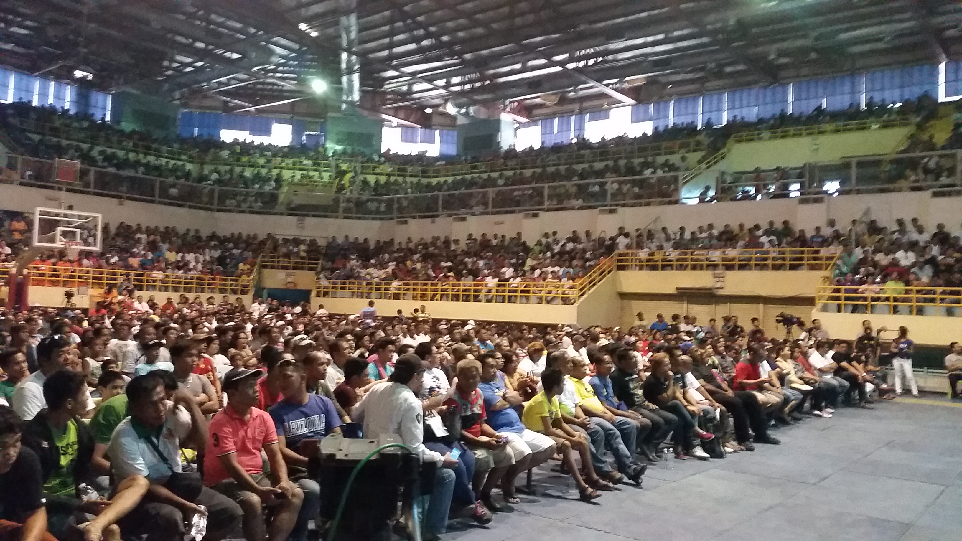 People watch Manny Pacquiao's fight against Floyd Mayweather at the Lagao Gymnasium in General Santos City, the Philippines, on May 3, 2015