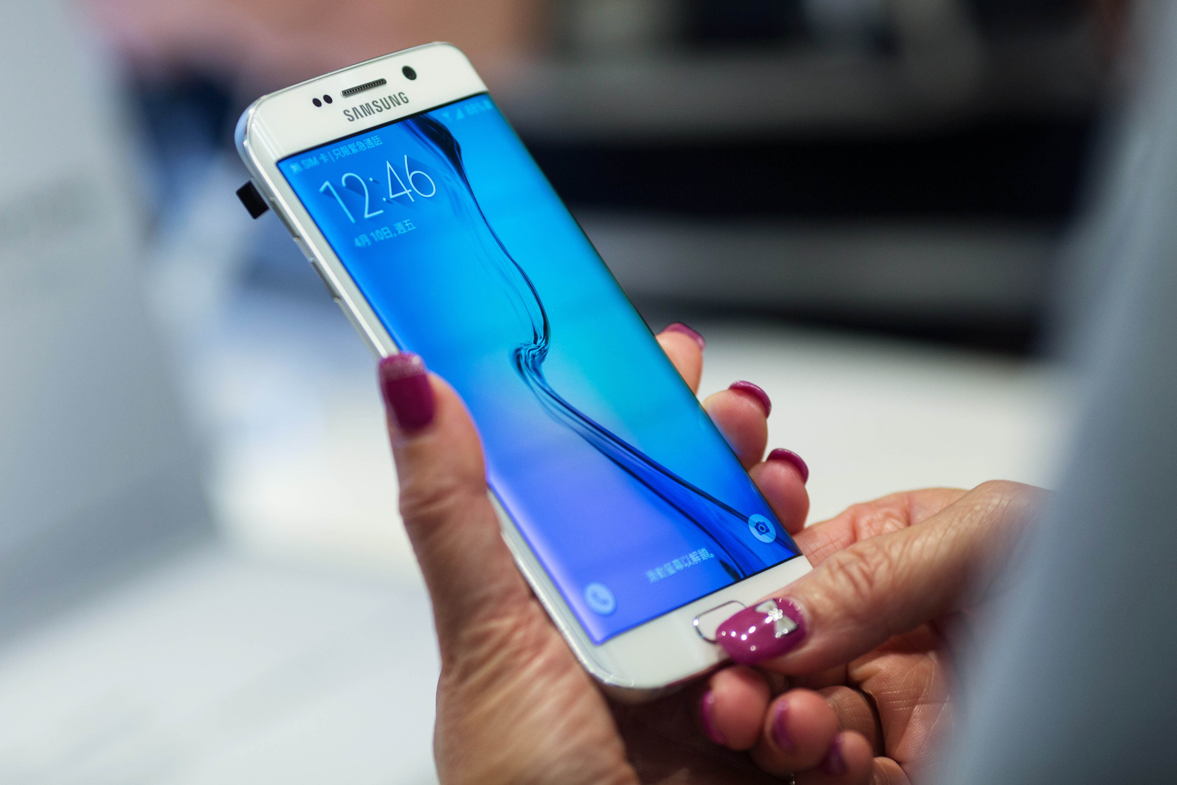 An attendee tries out a Samsung Electronics Co. Galaxy S6 Edge smartphone during a launch event at a Samsung Partnershop in Hong Kong, China, on Friday, April 10, 2015.