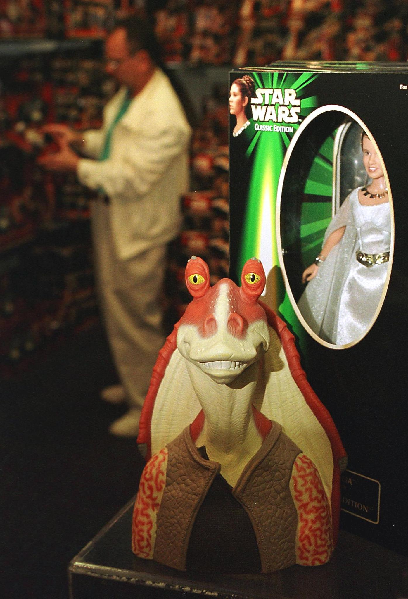 A figure of the character called Jar Jar Binks (C) from the Star Wars movie The Phantom Menace sits next to a figure of Princess Leia (R) from the original Star Wars trilogy in a display at FAO Schwartz 07 May 1999 in Garden City, NY.