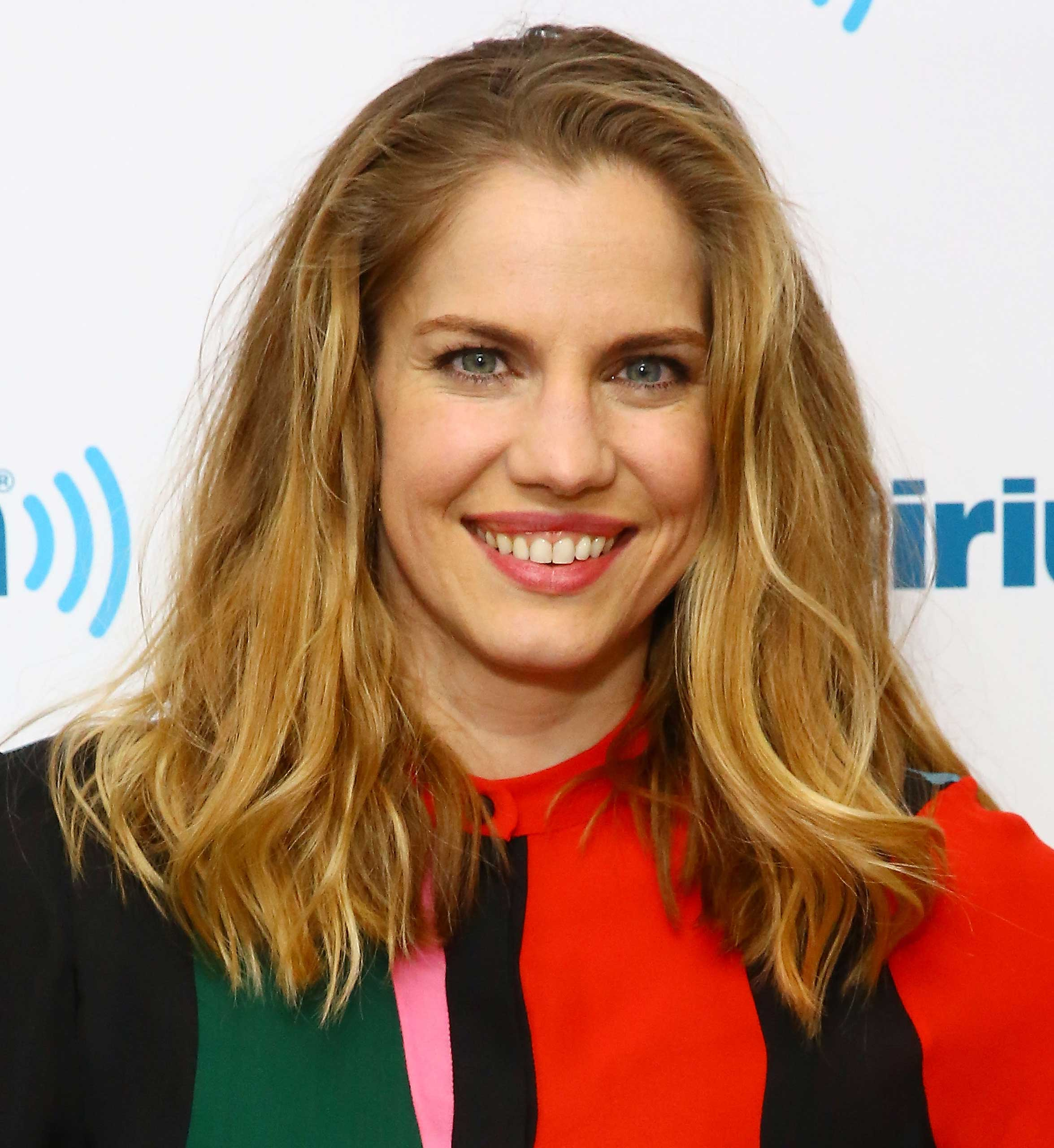 Actress Anna Chlumsky visits the SiriusXM Studios on  in New York City on April 16, 2015.