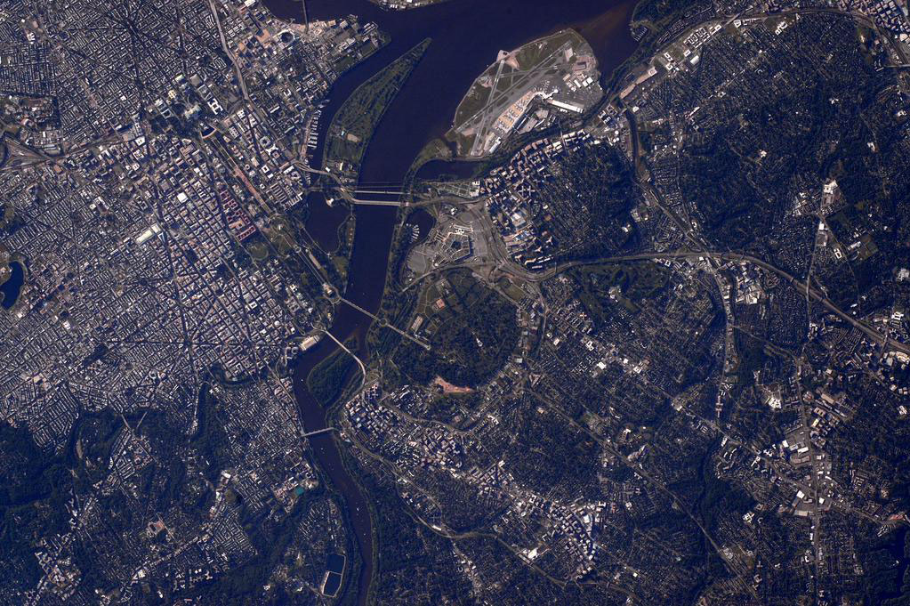 """This #MemorialDay honoring those who gave their lives in service to our nation with a picture of #ArlingtonCemetary"" - <a href=""https://twitter.com/StationCDRKelly/status/602818406476337153"" target=""_blank"">via Twitter</a> on May 25, 2015"