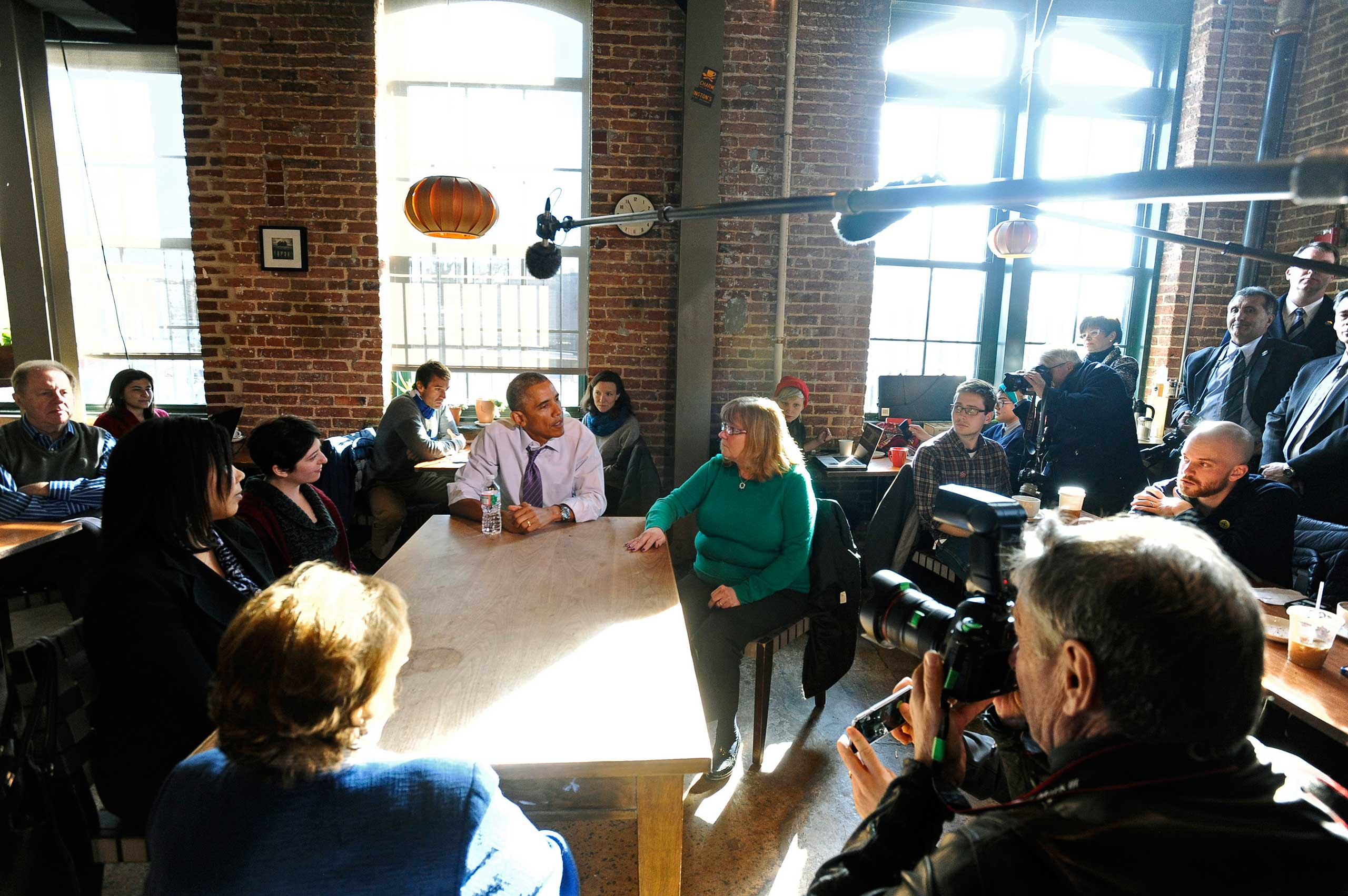 President Barack Obama eats lunch at Charmington's Cafe with Vika Jordan, Amanda Rothschild, and Mary Stein to discuss the needs of all Americans as they balance their families and jobs on Jan. 15, 2015 in Baltimore.
