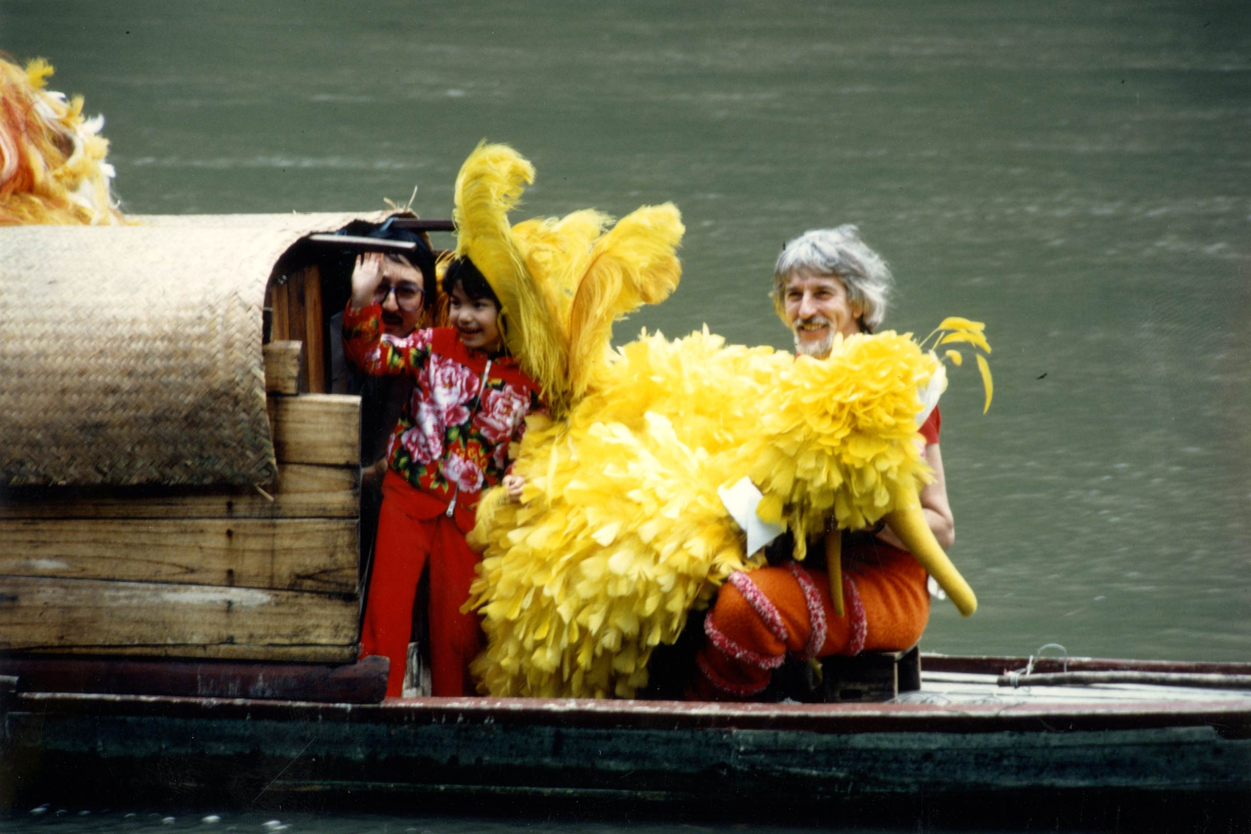 Caroll Spinney filming <i>Big Bird in China</i> with Lisa Ouyang.