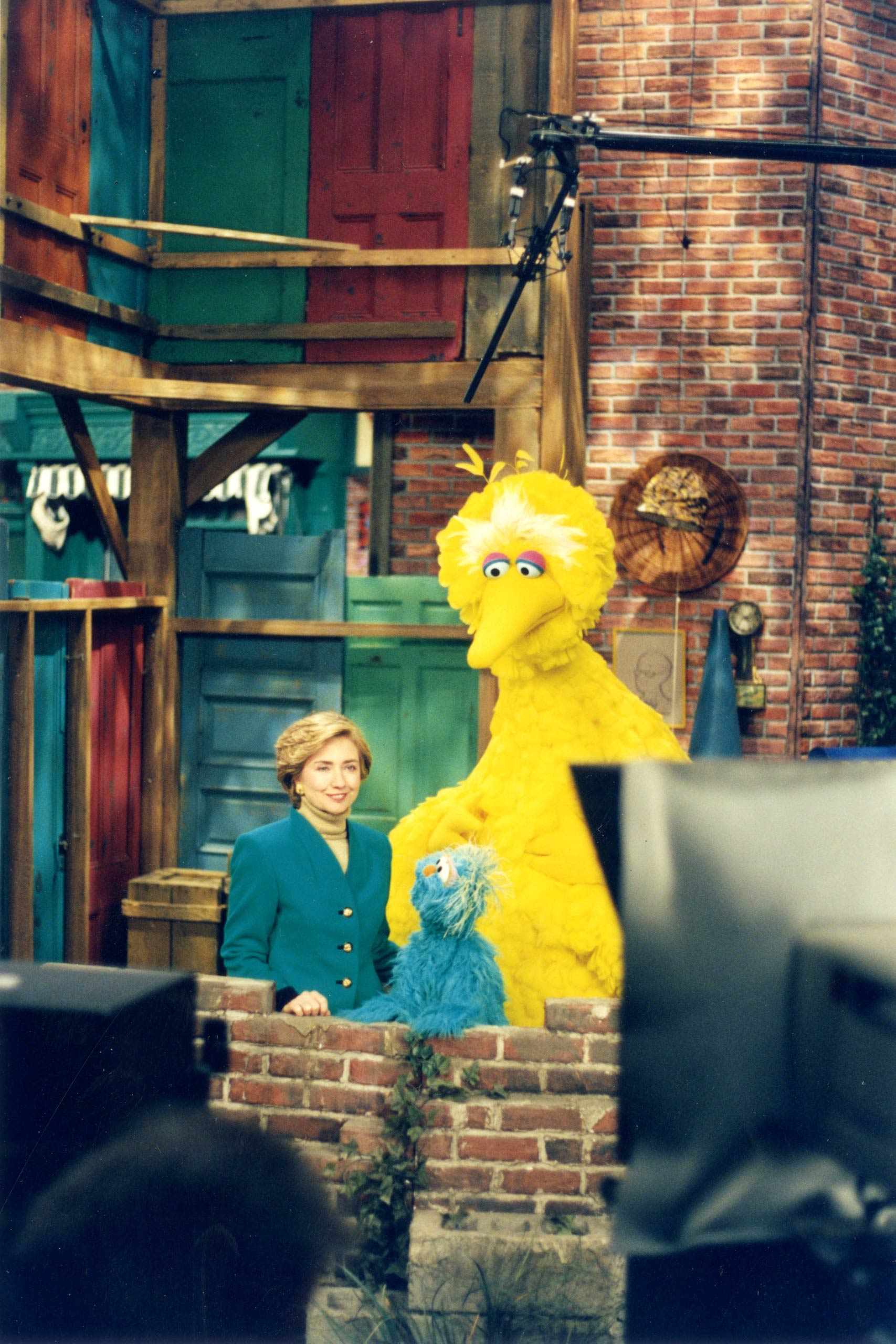 Caroll Spinney with First Lady Hillary Clinton on <i>Sesame Street</i>. Spinney has worked with all the first ladies since the Nixon administration.