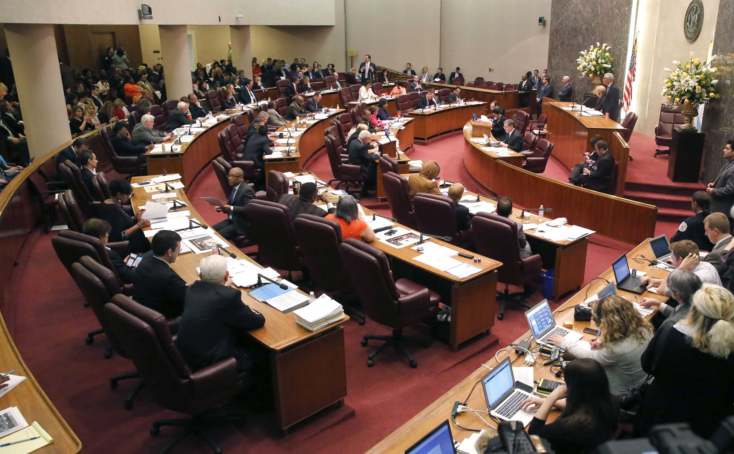 The Chicago City Council votes on a $5.5 million fund to compensate victims of police torture, in Chicago, on May 6, 2015.