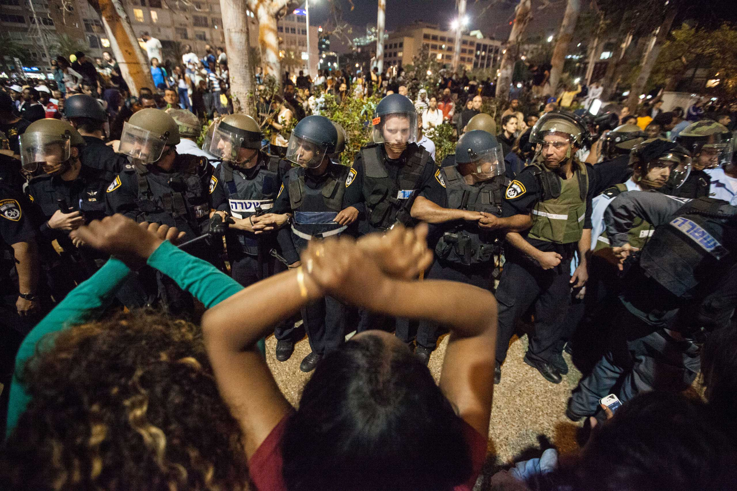 Protesters confront Israeli policemen during a demonstration of Ethiopian Jews in Tel Aviv on May 3, 2015