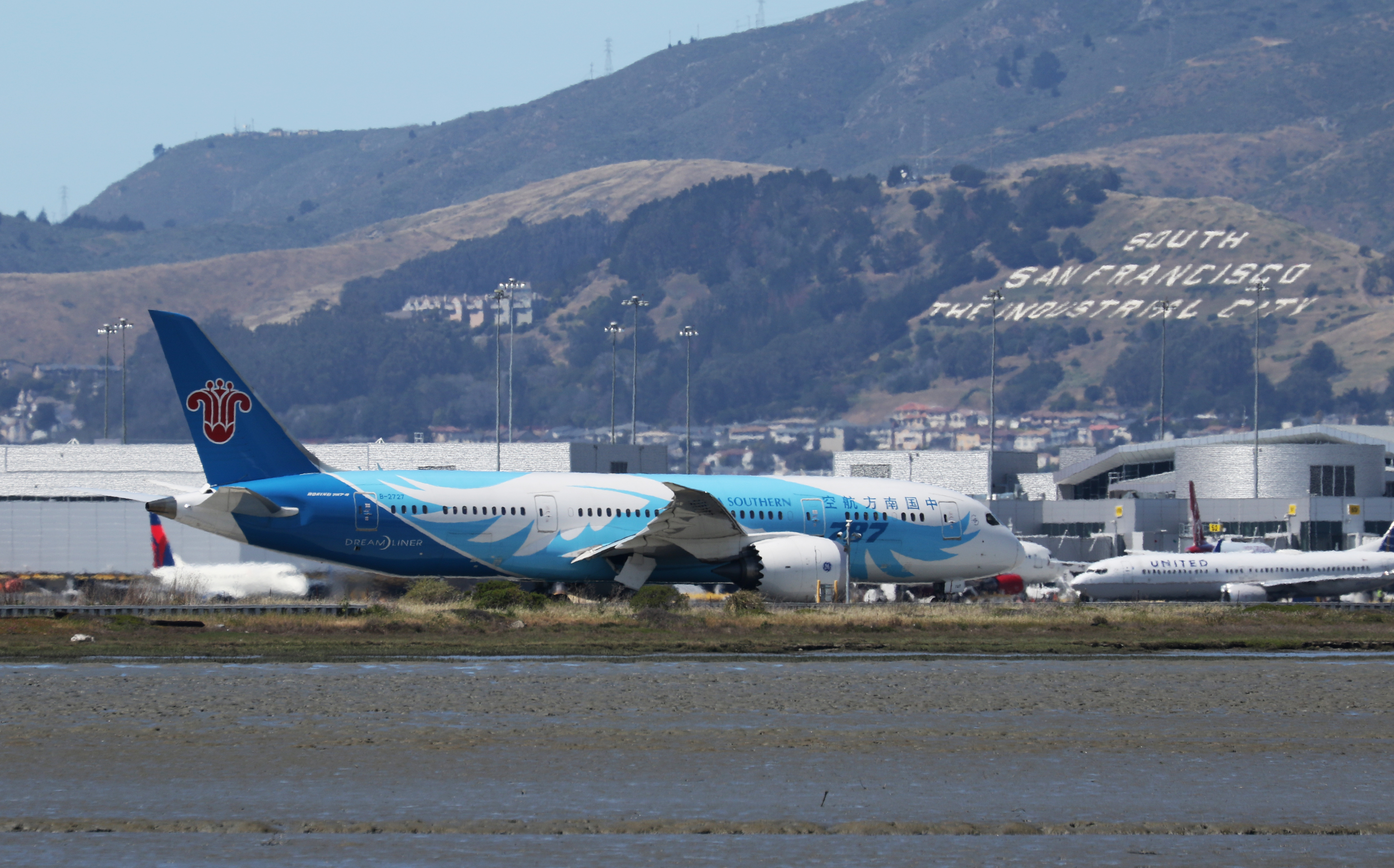 A China Southern Boeing 787 taxis at San Francisco International Airport,, Calif., April 11, 2015