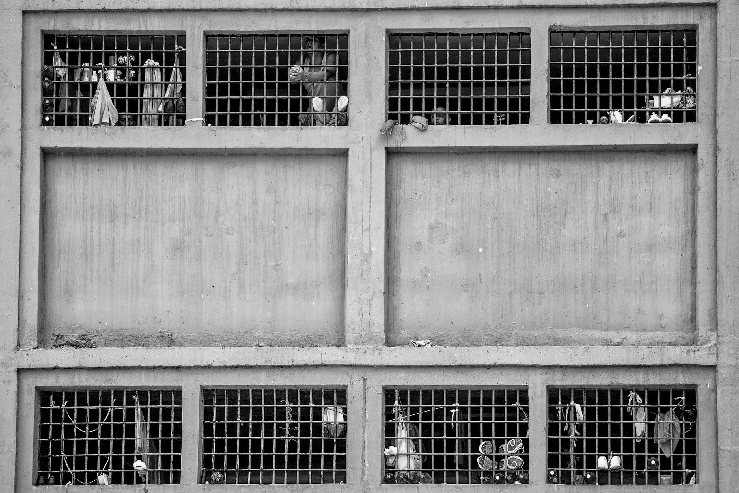 Inmates in their cells in the Rodeo II jail, which is under the full control of the government. Caracas, August 2014.