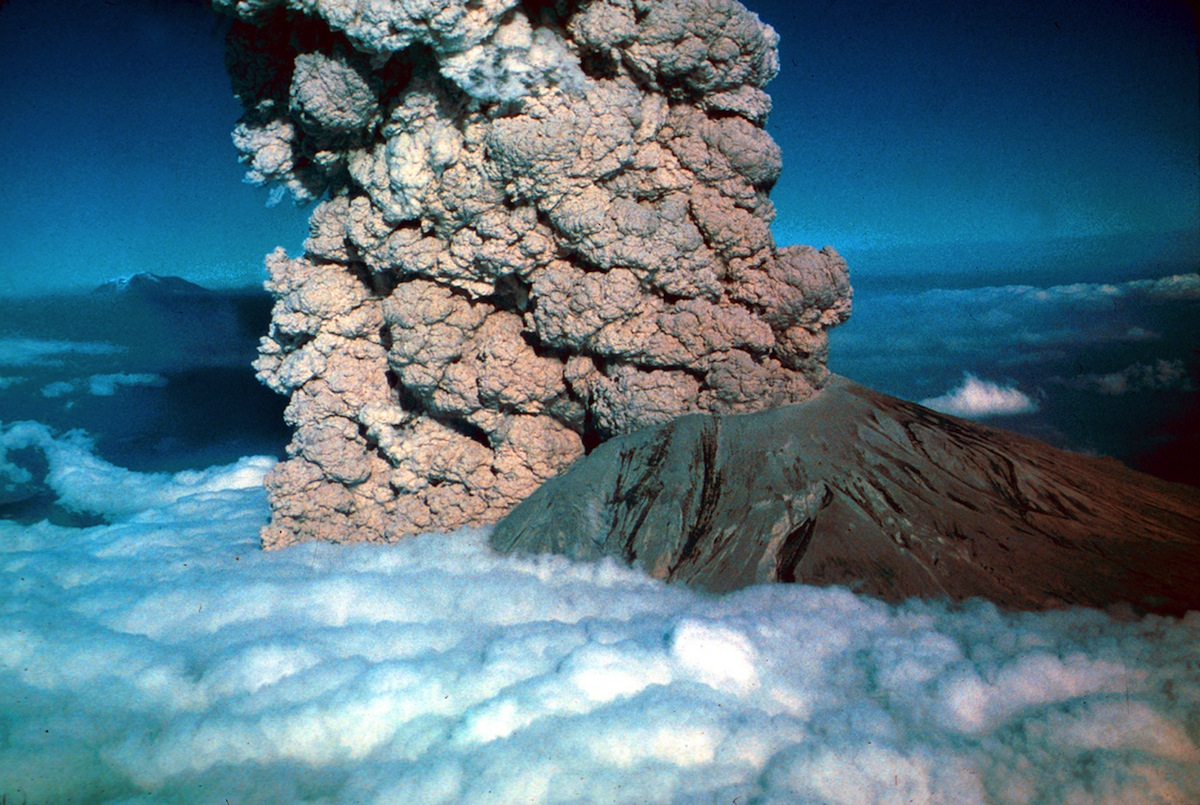 In 1980, a major volcanic eruption occurs at Mount St Helens