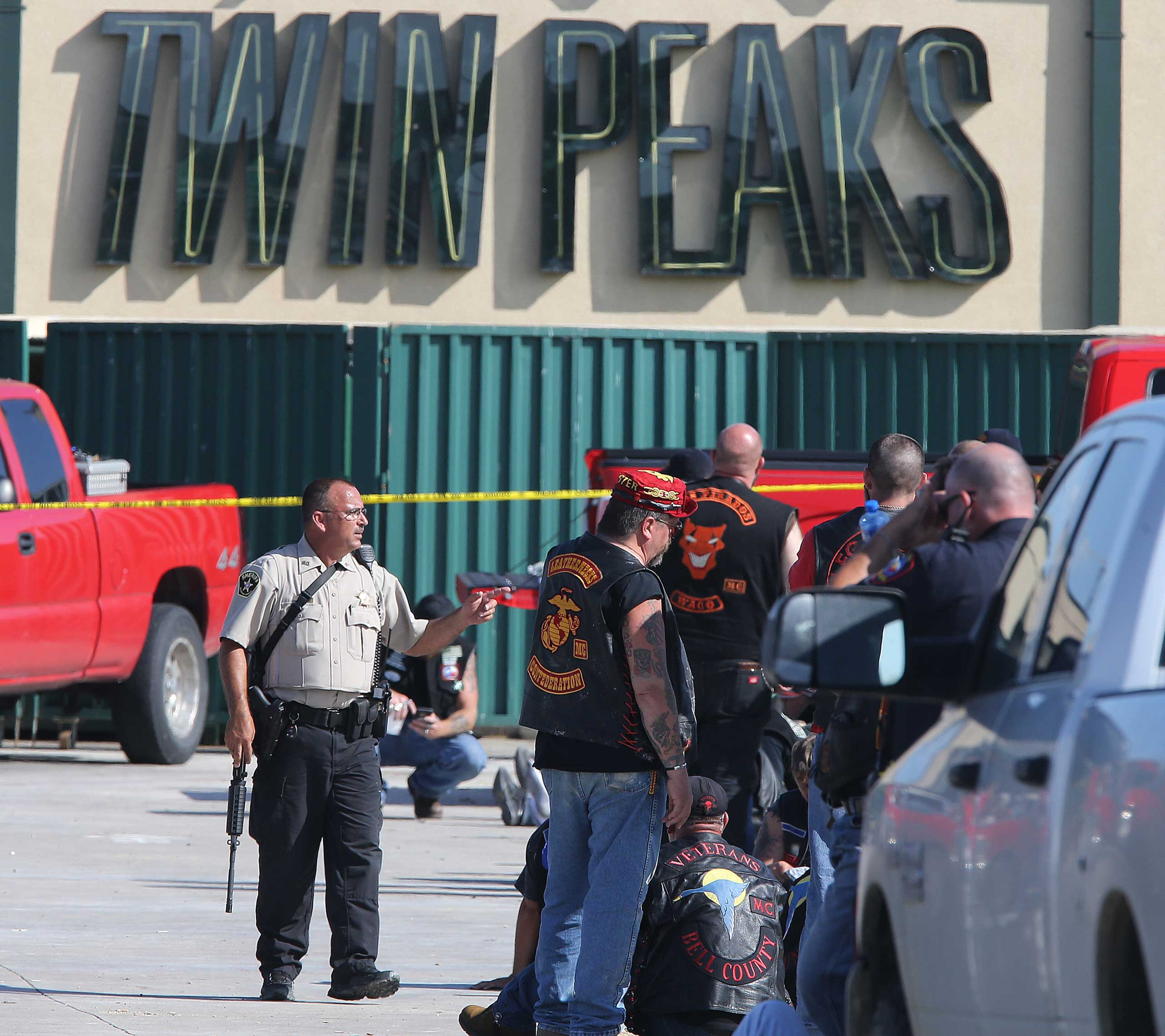 Authorities investigate a shooting in the parking lot of the Twin Peaks restaurant in Waco, Texas on May 17, 2015.