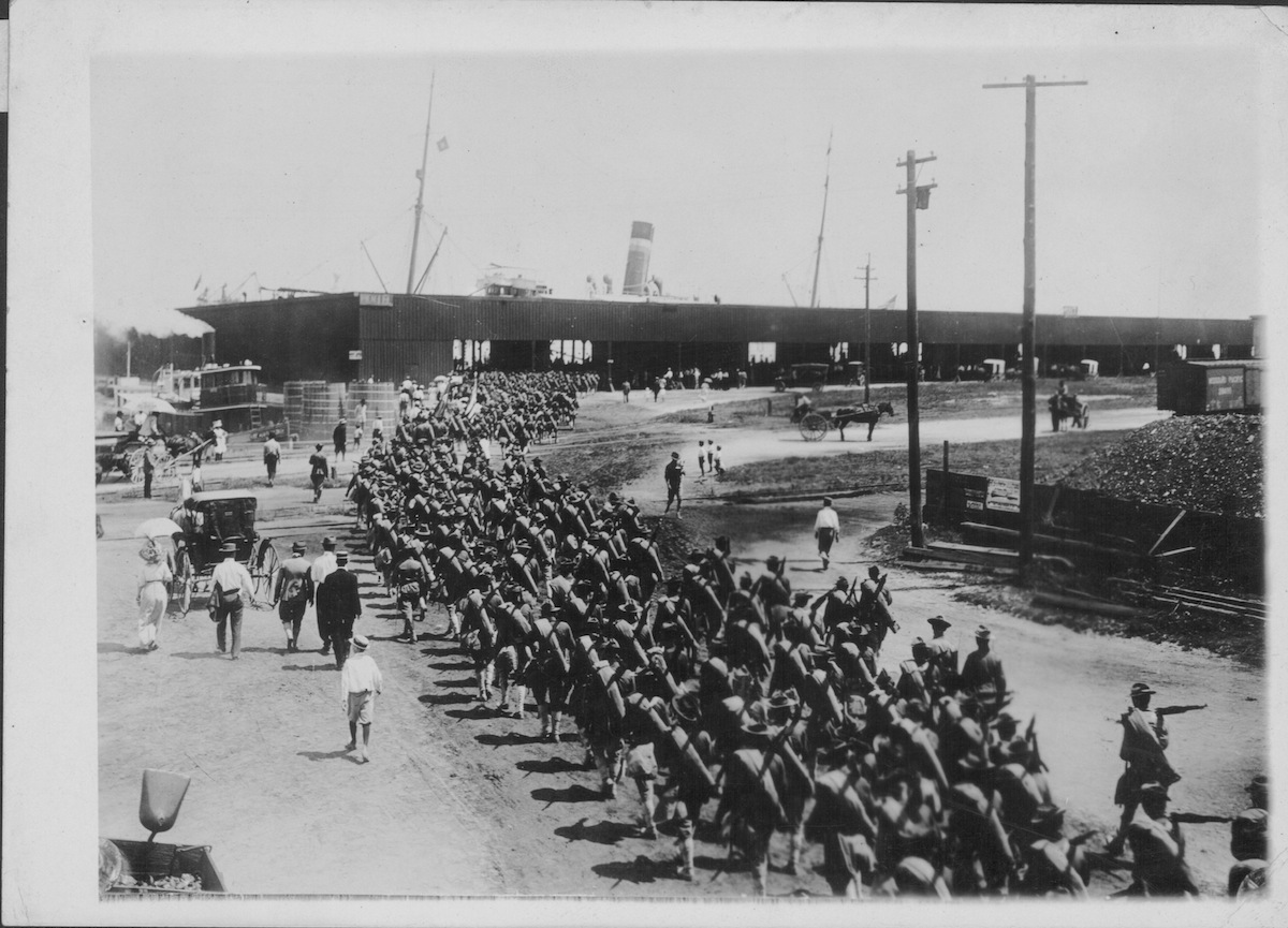 US Marines boarding a ship, bound for the front lines of Europe during World War One, USA, circa 1914-1918.