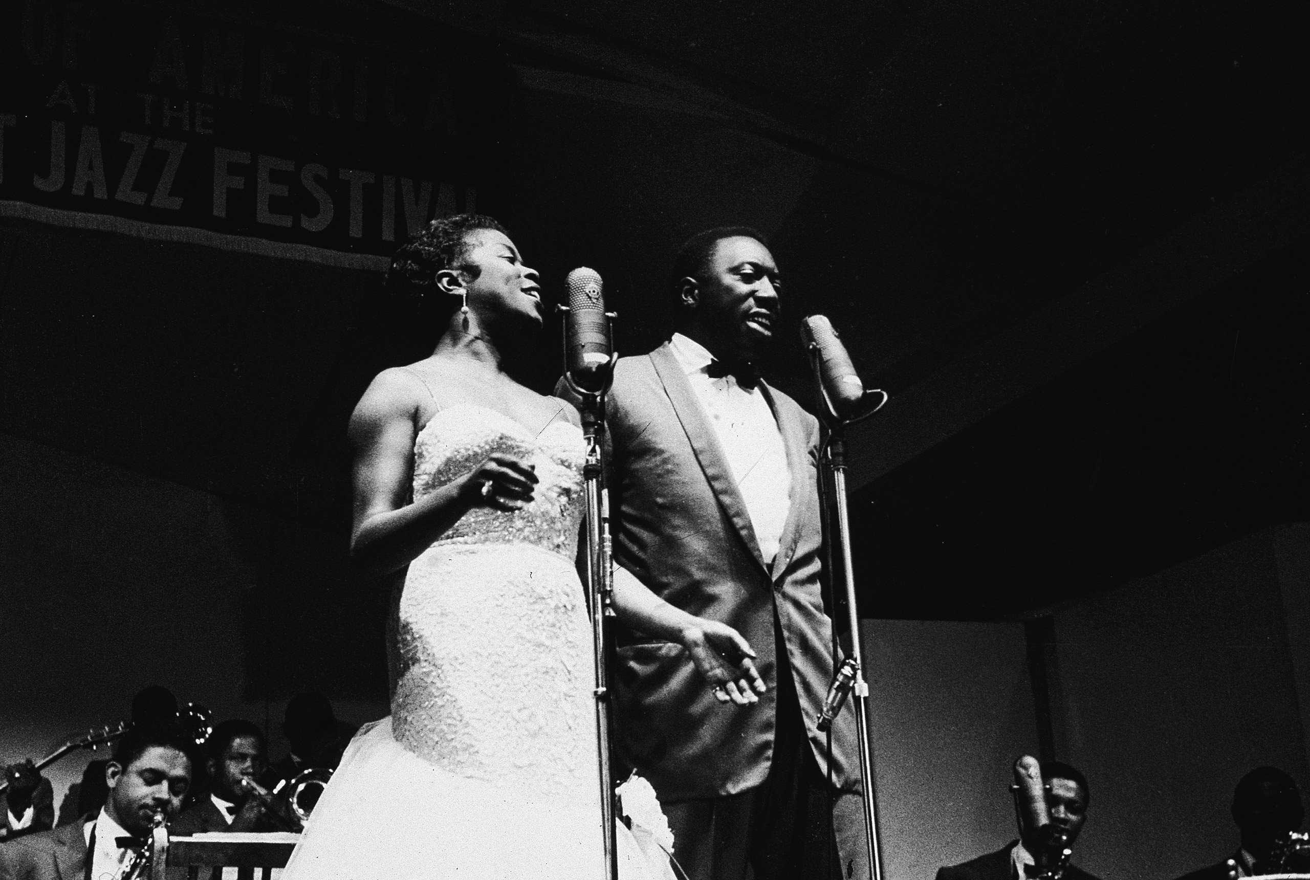 American jazz vocalists Sarah Vaughan (1924 - 1990) (left) and Joe Williams (1918 - 1999) perform with the Count Basie Orchestra at the Newport Jazz Festival, Newport, R.I., July 7, 1957.