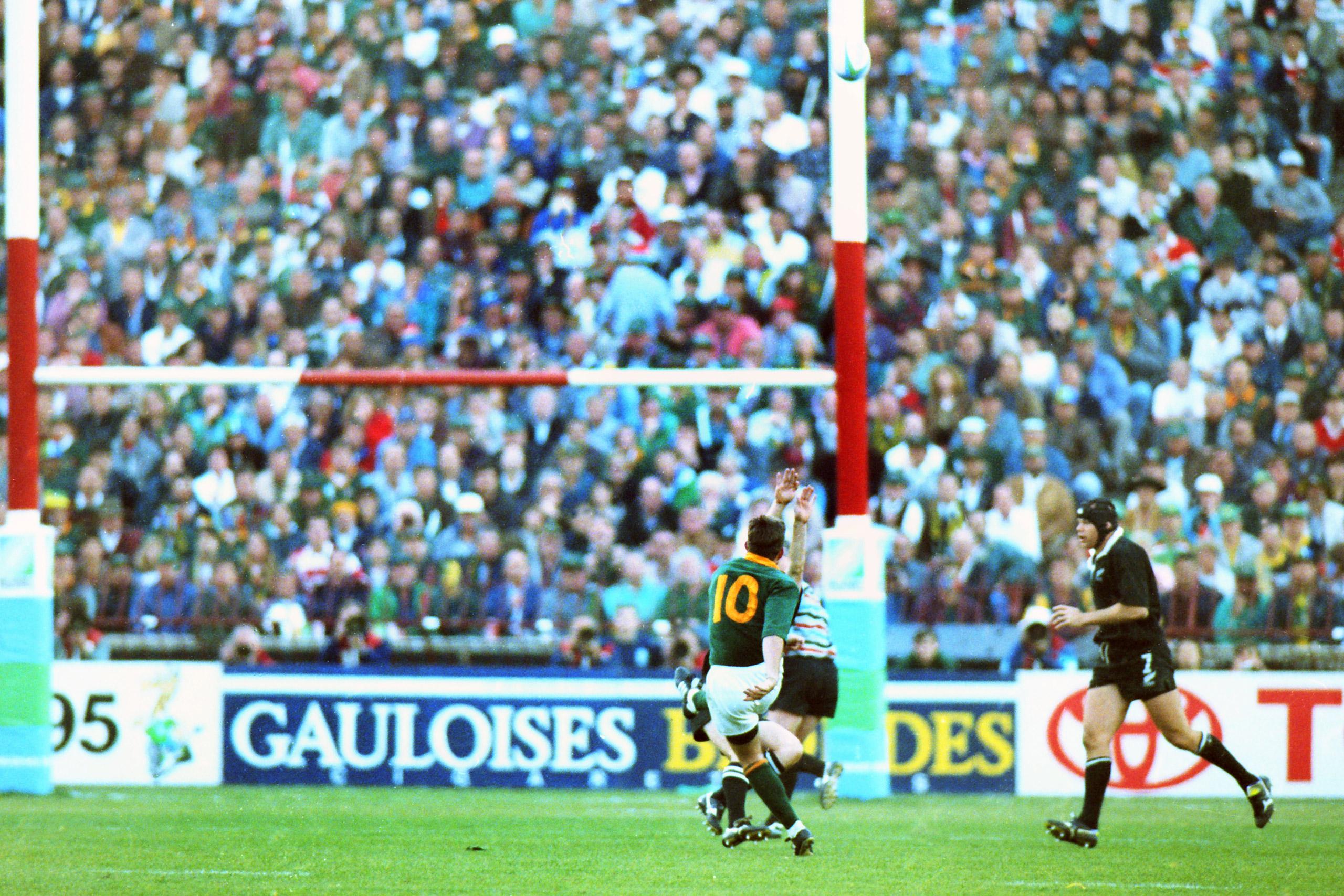 Joel Stransky kicks the winning drop-goal for South Africa at Ellis Park, Johannesburg.